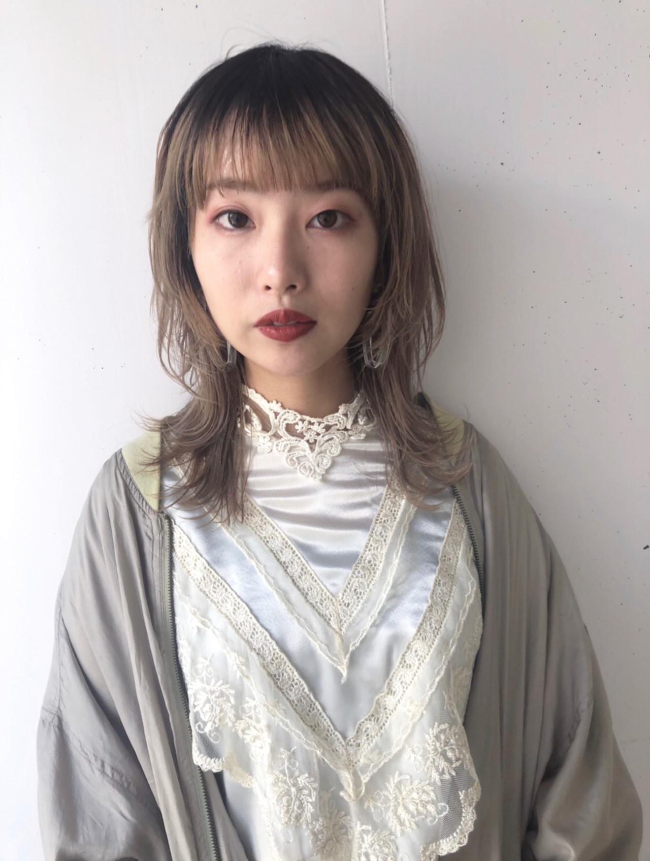 ウルフパーマヘア セミロング フェミニン ウルフカット ヘアスタイルや髪型の写真・画像