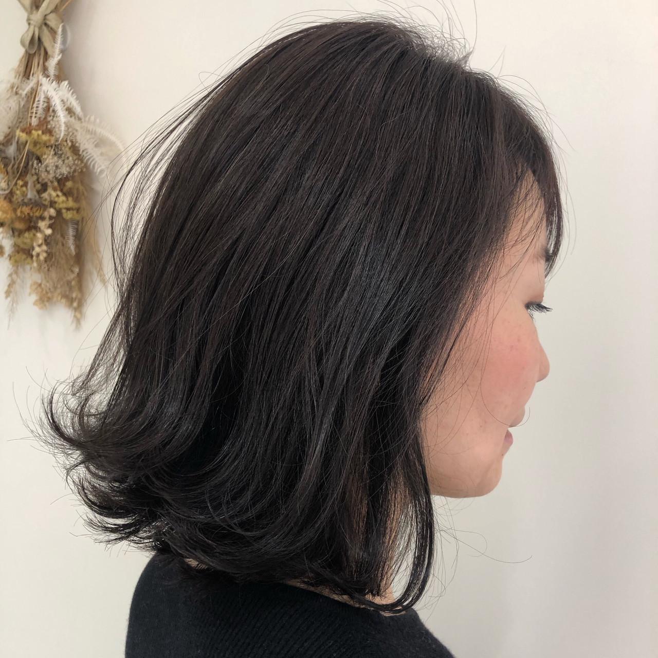ラベンダーグレージュ ナチュラル 外ハネボブ 暗髪 ヘアスタイルや髪型の写真・画像