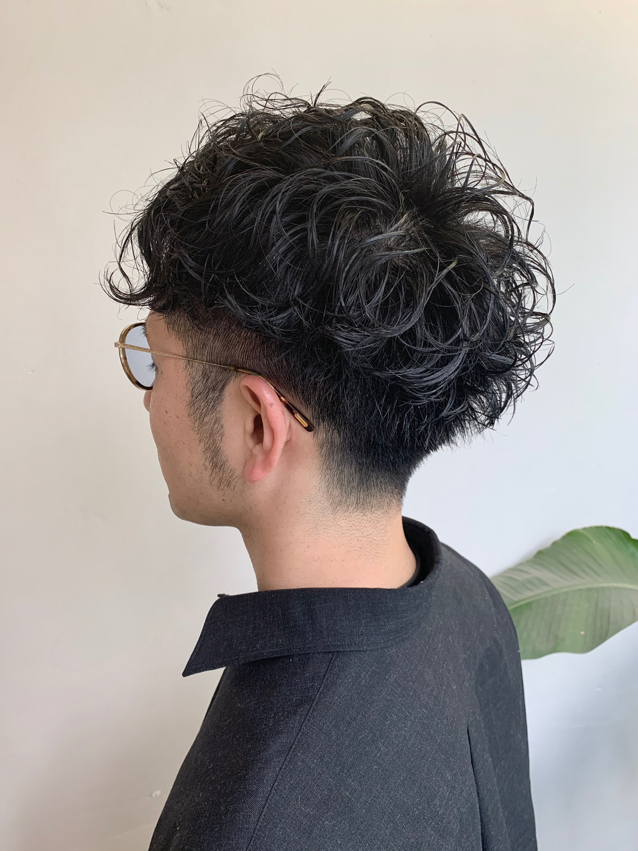 メンズショート ナチュラル メンズパーマ スパイラルパーマ ヘアスタイルや髪型の写真・画像