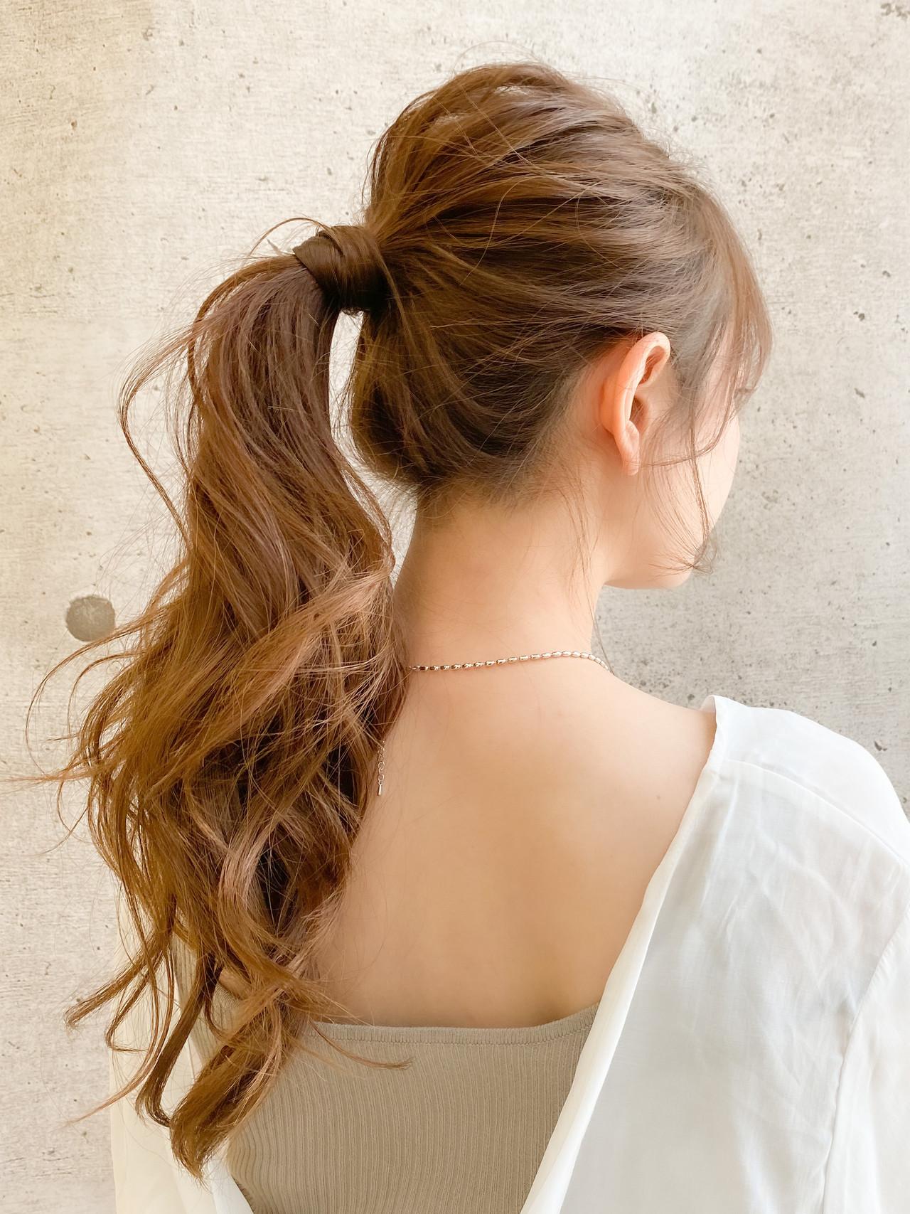 ポニーテールアレンジ デジタルパーマ ゆるふわセット ナチュラル ヘアスタイルや髪型の写真・画像