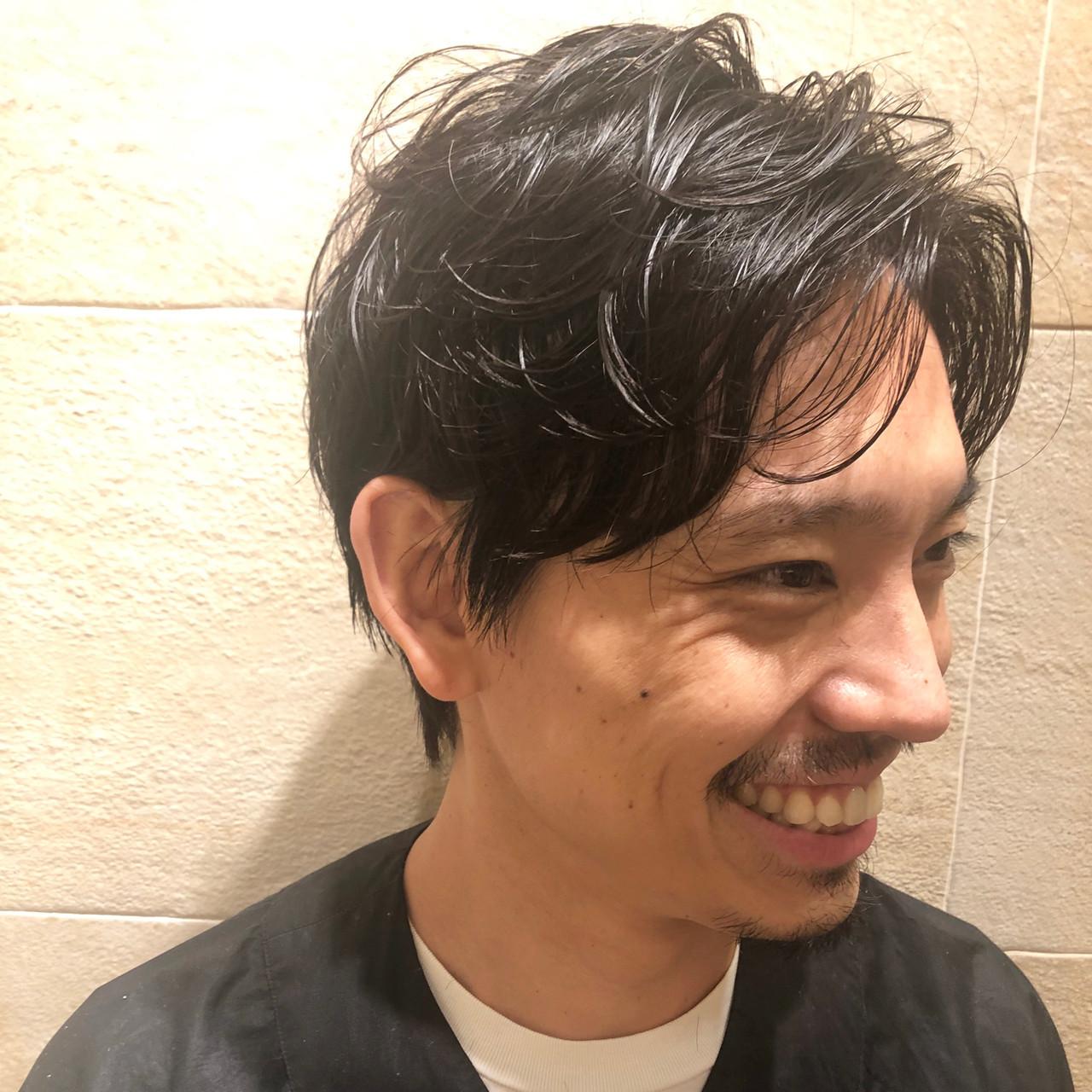 メンズショート メンズパーマ メンズヘア ナチュラル ヘアスタイルや髪型の写真・画像