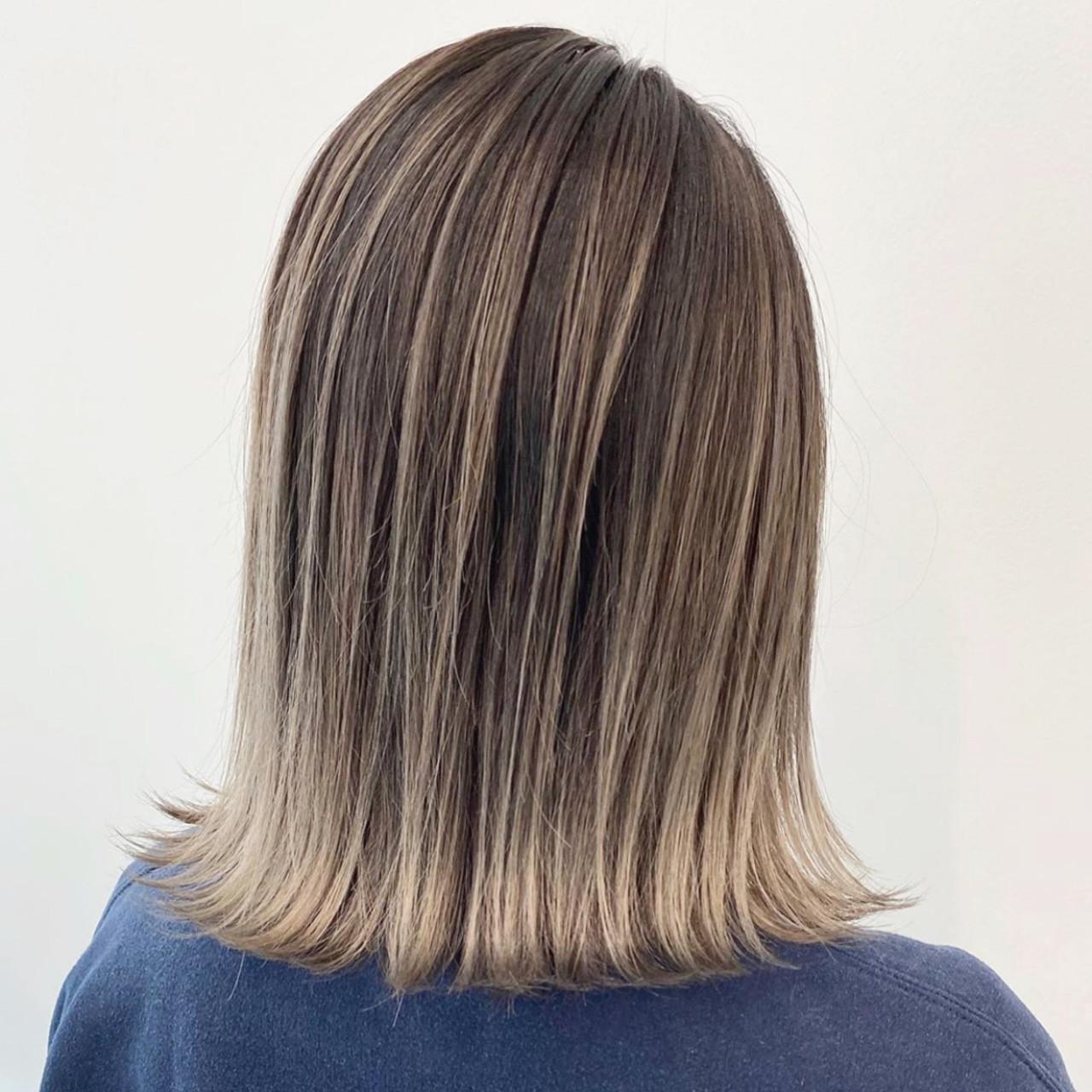 ベージュ グラデーションカラー エレガント アッシュベージュ ヘアスタイルや髪型の写真・画像
