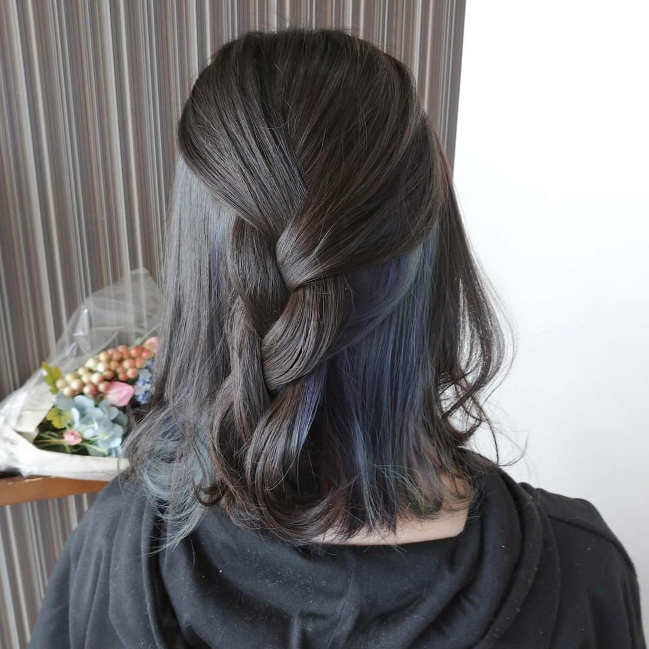 インナーブルー コンサバ ミディアム インナーカラー ヘアスタイルや髪型の写真・画像
