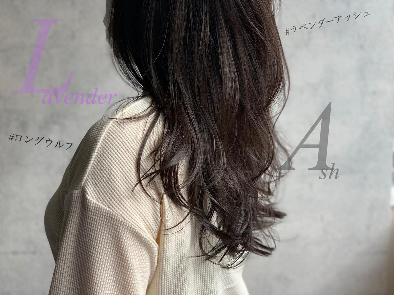 フェミニン ウルフカット ロング アッシュグレージュ ヘアスタイルや髪型の写真・画像