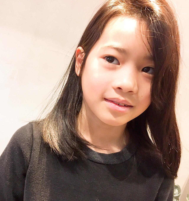 ミディアム 髪質改善 かき上げ前髪 キッズカット ヘアスタイルや髪型の写真・画像