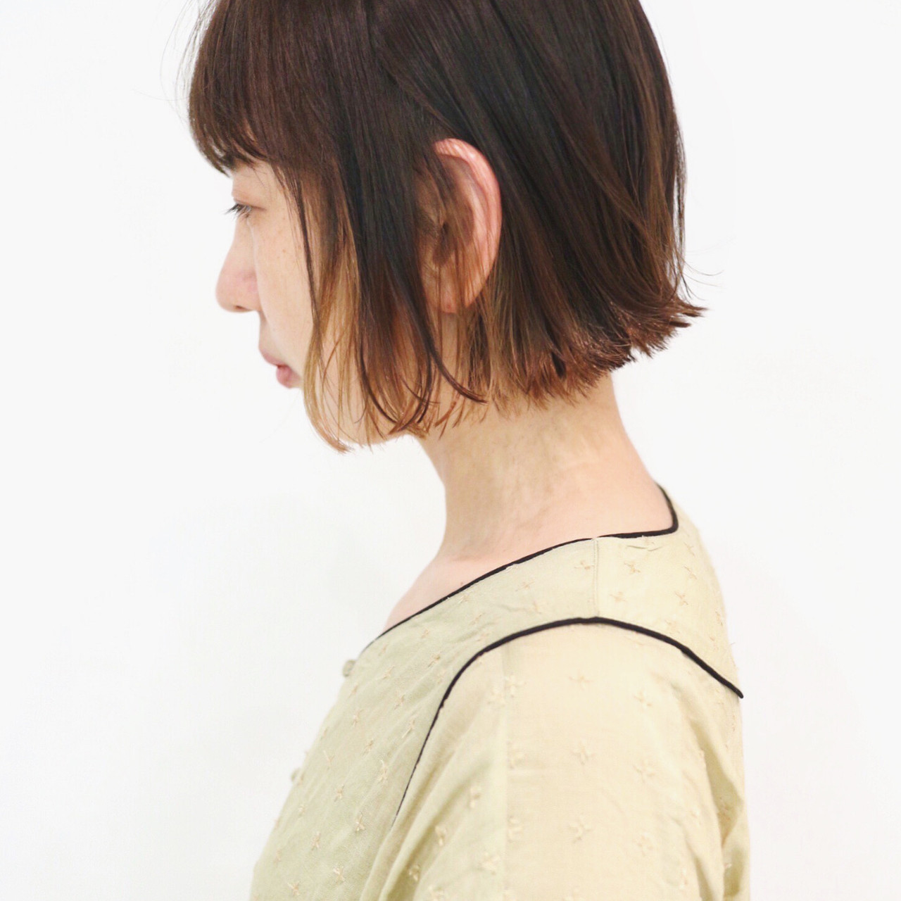 ショートヘア ミニボブ グラデーションカラー 切りっぱなしボブ ヘアスタイルや髪型の写真・画像