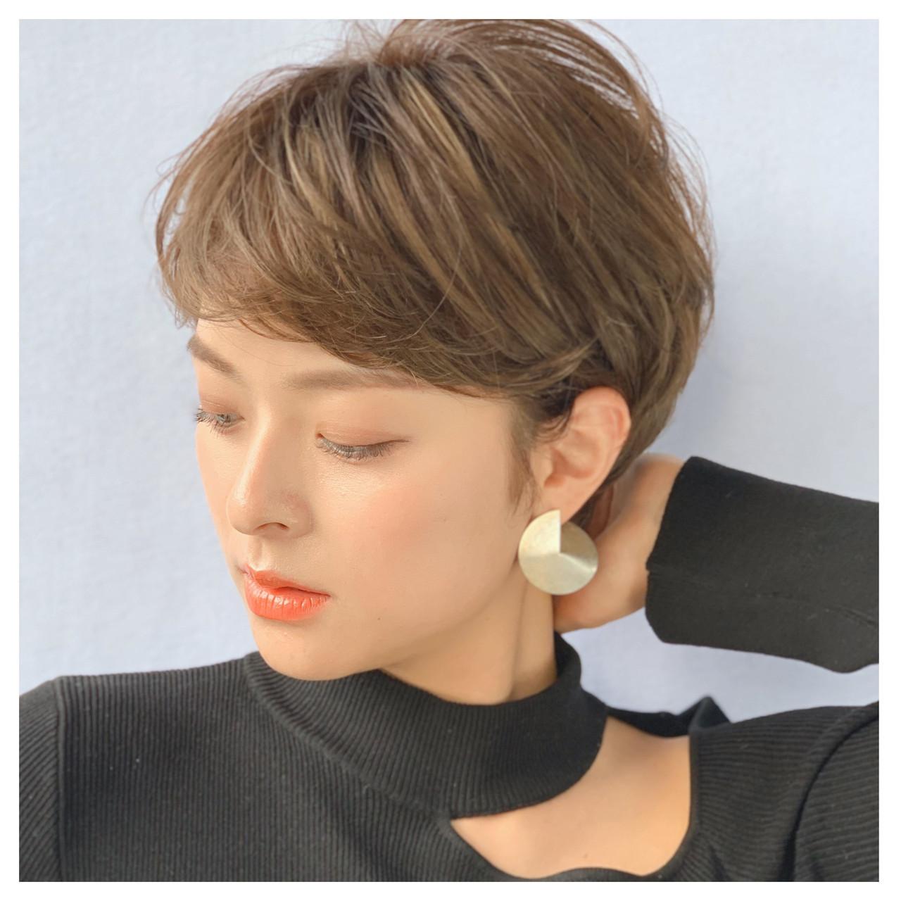 レイヤーカット 春ヘア ベージュ 大人かわいい ヘアスタイルや髪型の写真・画像