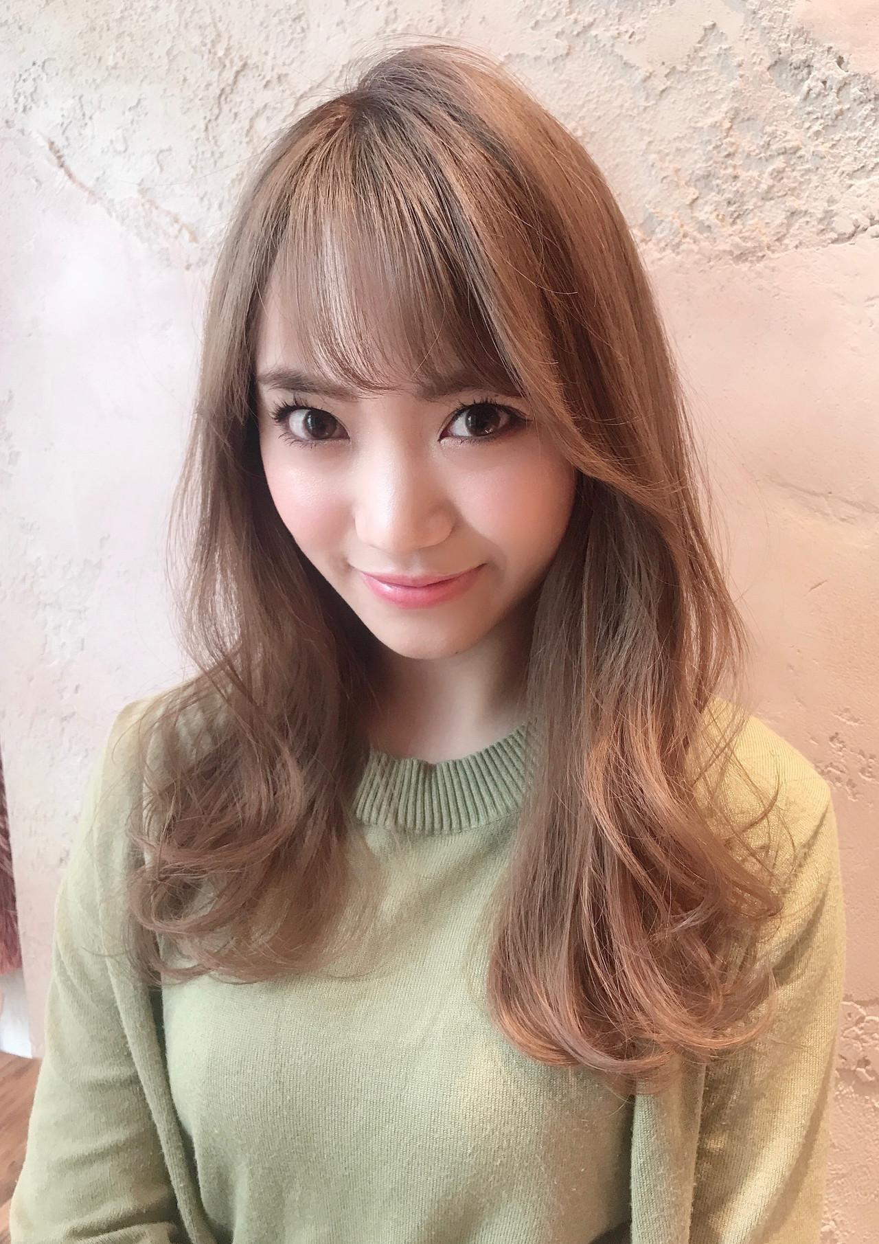 巻き髪 透明感カラー ミルクティーベージュ ミルクティー ヘアスタイルや髪型の写真・画像