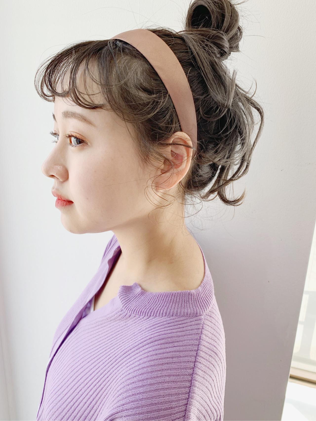 お団子アレンジ 簡単ヘアアレンジ セミロング カチューシャ ヘアスタイルや髪型の写真・画像