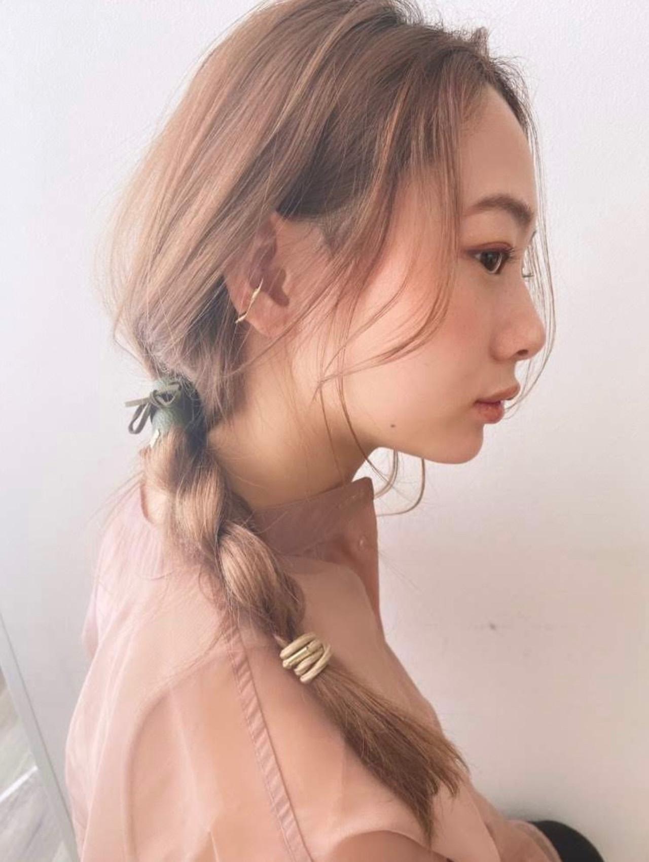 ハイトーンカラー セルフヘアアレンジ ロング ナチュラル ヘアスタイルや髪型の写真・画像