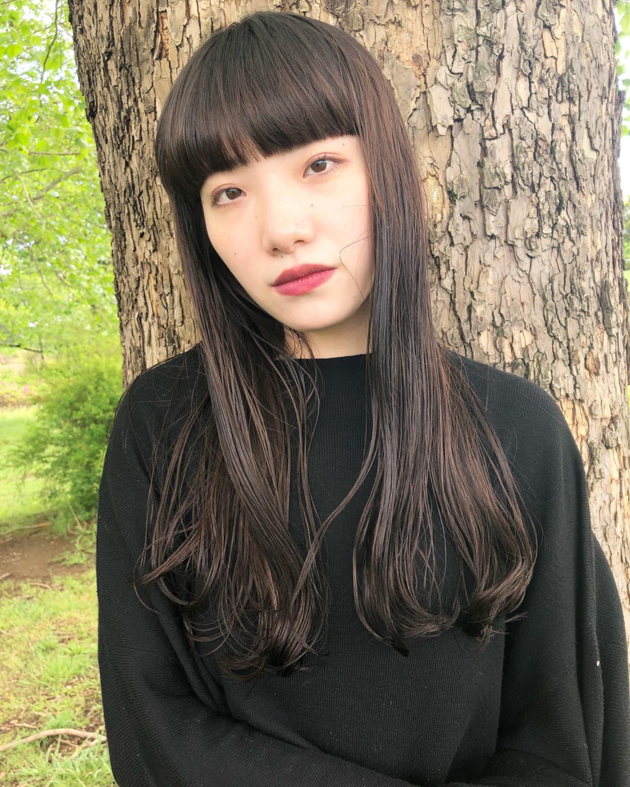 ワイドバング 黒髪 前髪パッツン ナチュラル ヘアスタイルや髪型の写真・画像