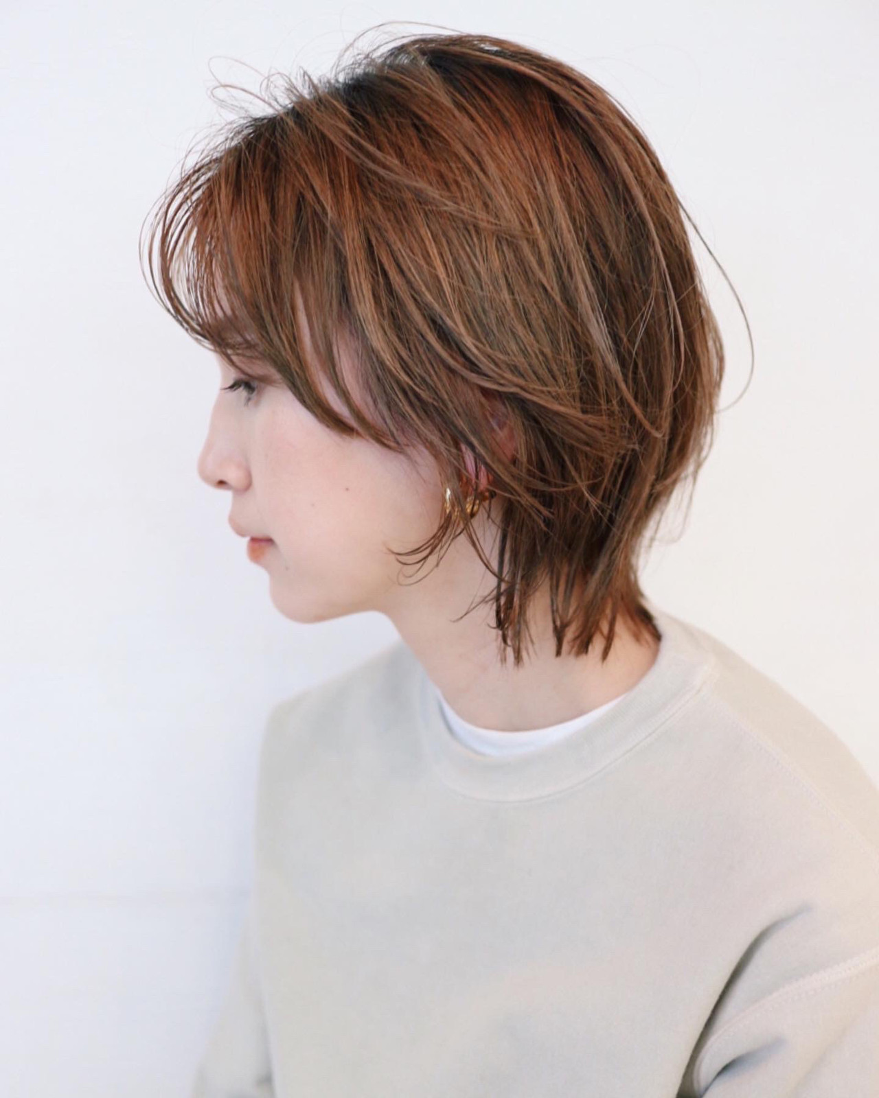 マッシュウルフ グレージュ グラデーションカラー レイヤーボブ ヘアスタイルや髪型の写真・画像