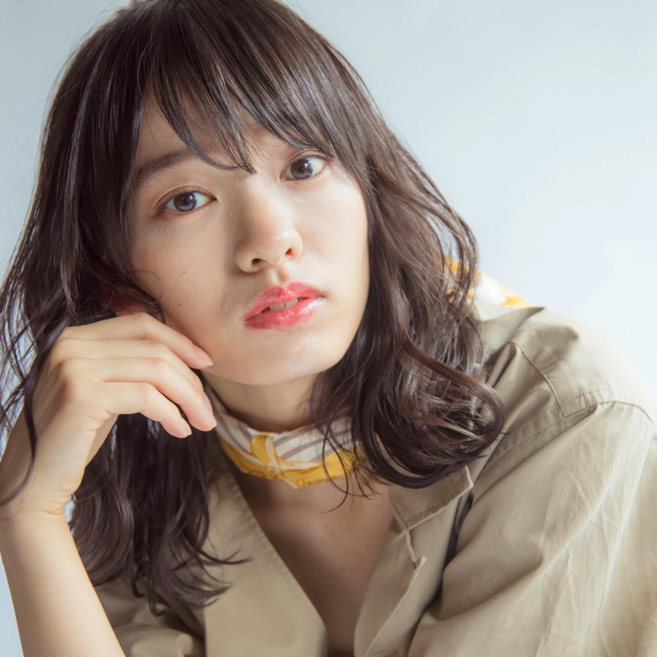 ゆるふわパーマ ミディアム ミディアムレイヤー フェミニン ヘアスタイルや髪型の写真・画像