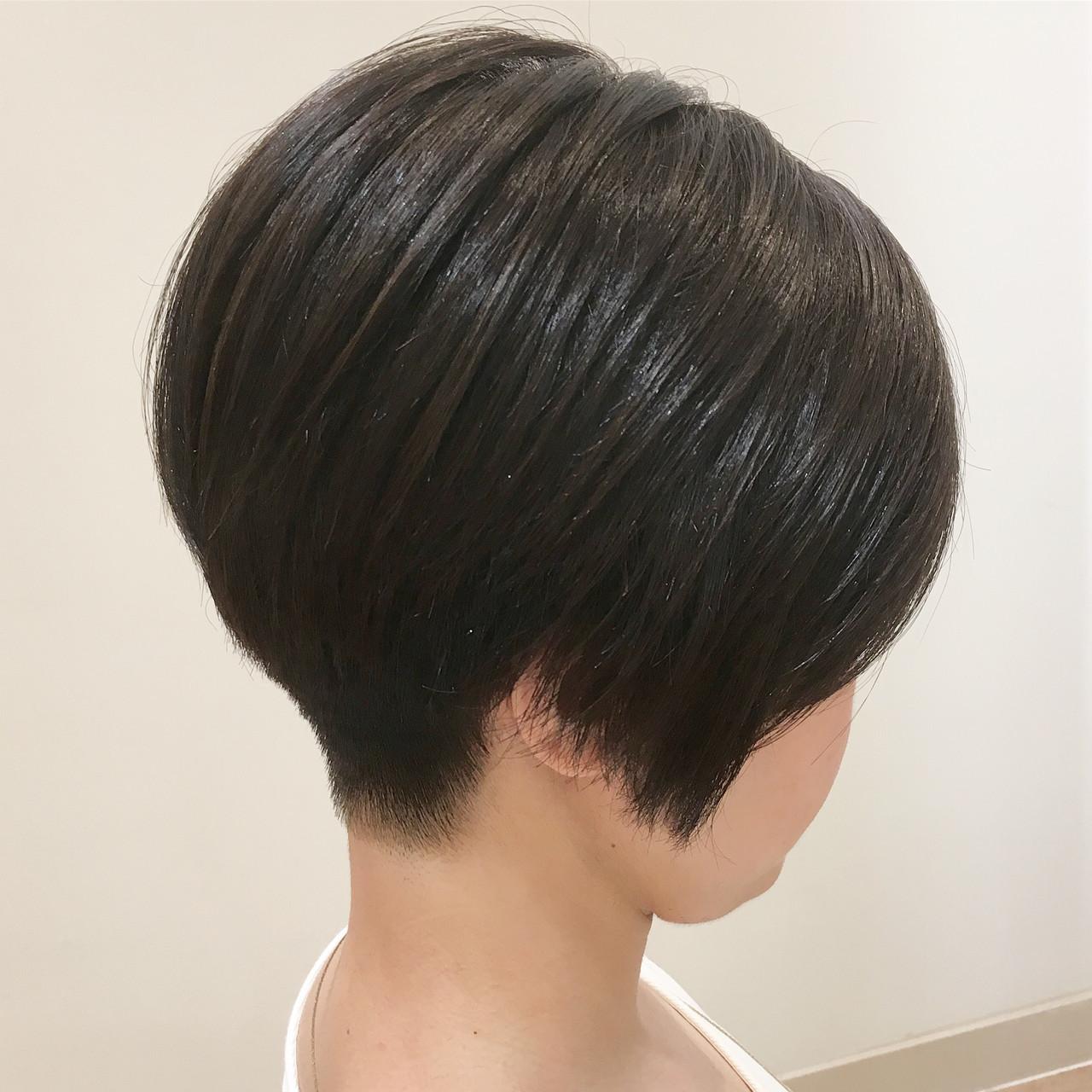 オフィス 刈り上げ 前下がりボブ コンサバ ヘアスタイルや髪型の写真・画像