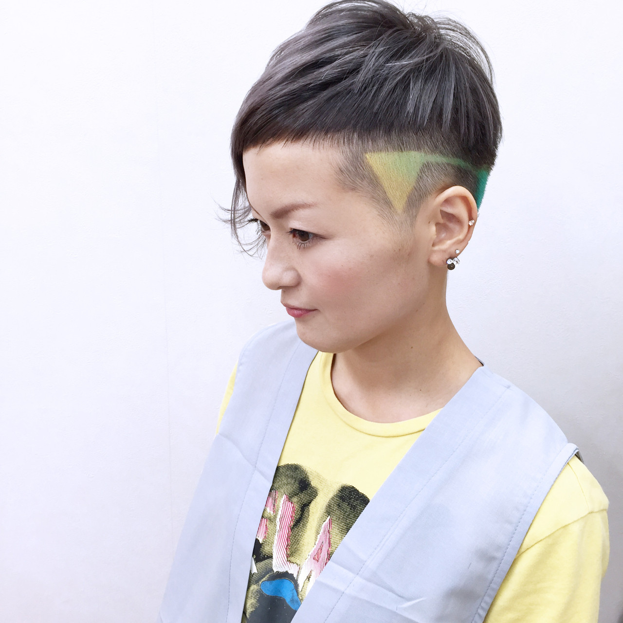 ハイトーン 個性的 ショート モード ヘアスタイルや髪型の写真・画像