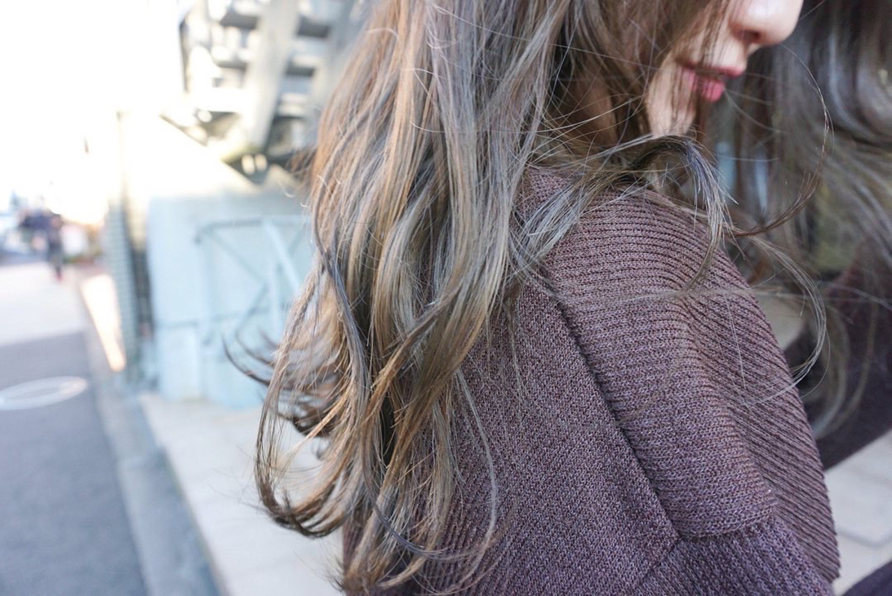 くすみベージュ 透明感カラー くすみカラー アンニュイほつれヘア ヘアスタイルや髪型の写真・画像
