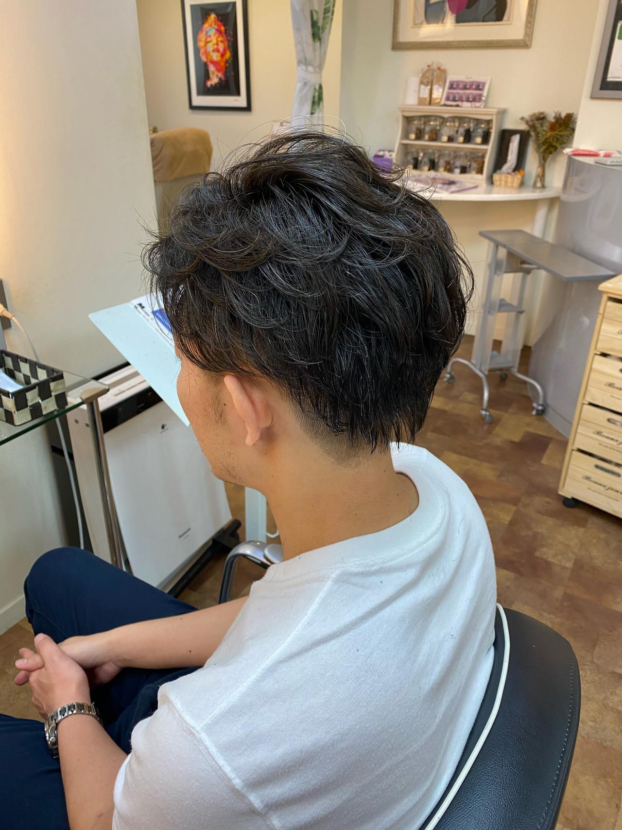 メンズショート ショート ナチュラル メンズパーマ ヘアスタイルや髪型の写真・画像