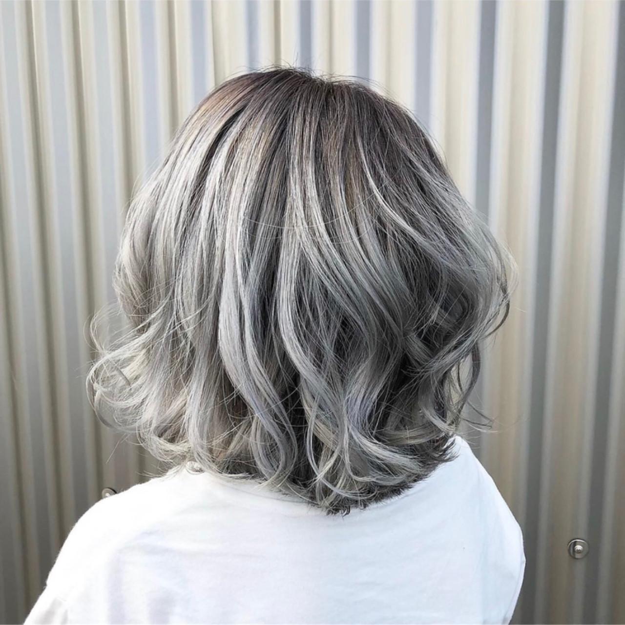 シルバー ホワイトカラー ボブ 外国人風カラー ヘアスタイルや髪型の写真・画像
