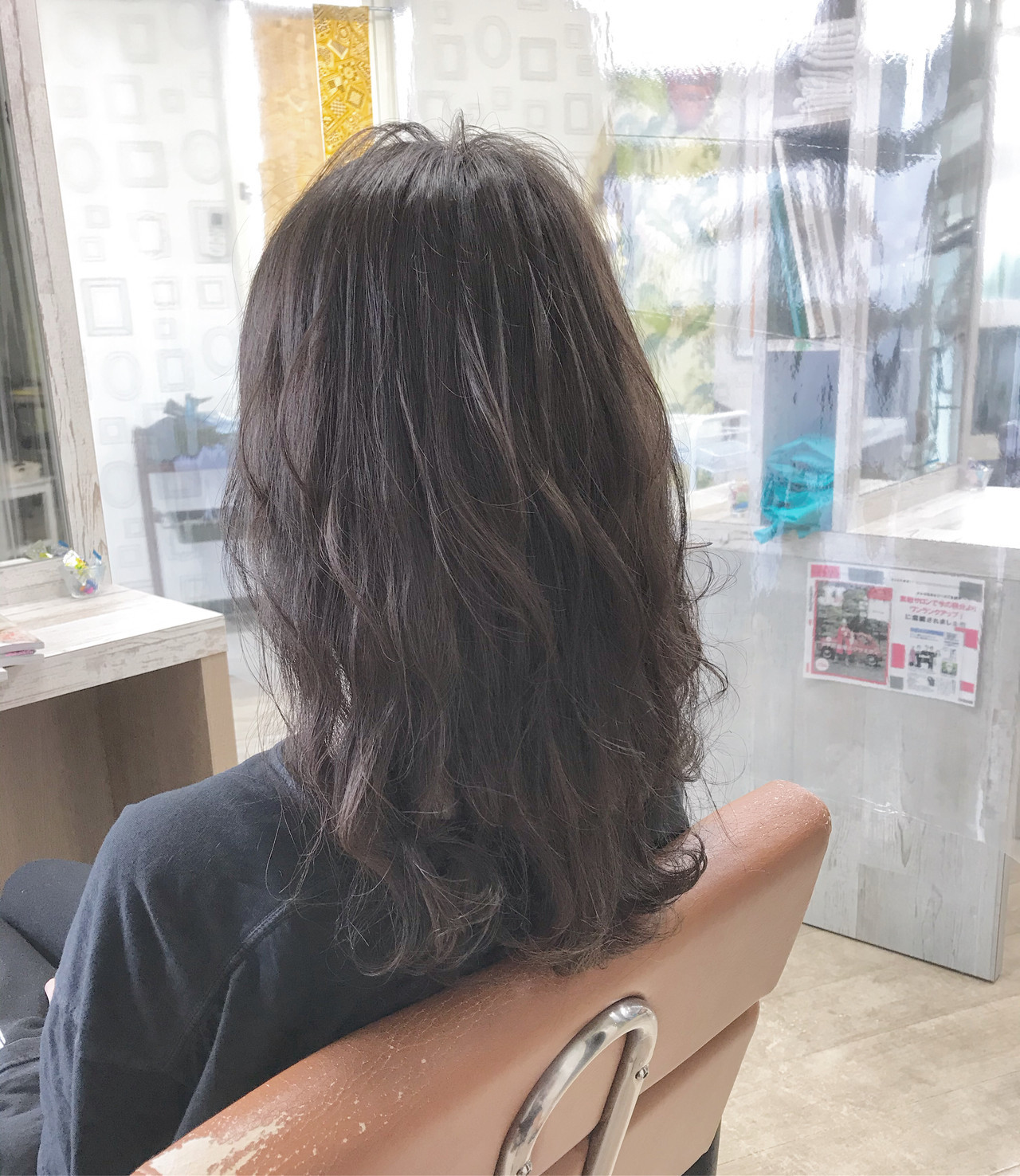 ミディアムレイヤー オリーブグレージュ ナチュラル 大人ミディアム ヘアスタイルや髪型の写真・画像