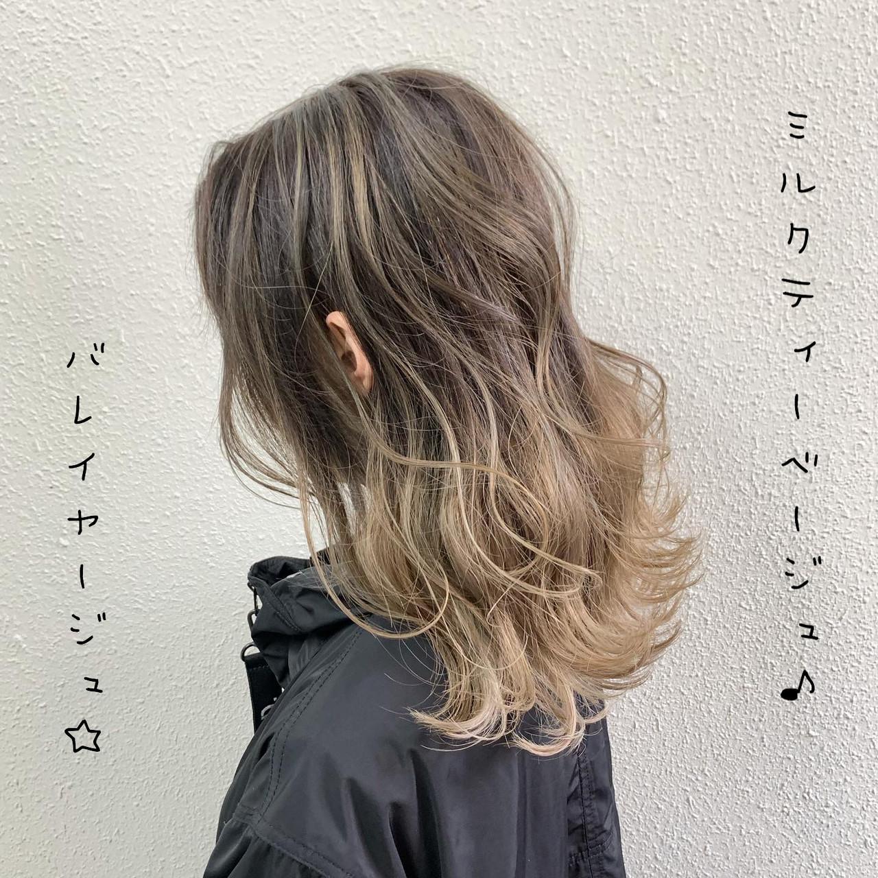 ミルクティー セミロング ストリート ハイライト ヘアスタイルや髪型の写真・画像