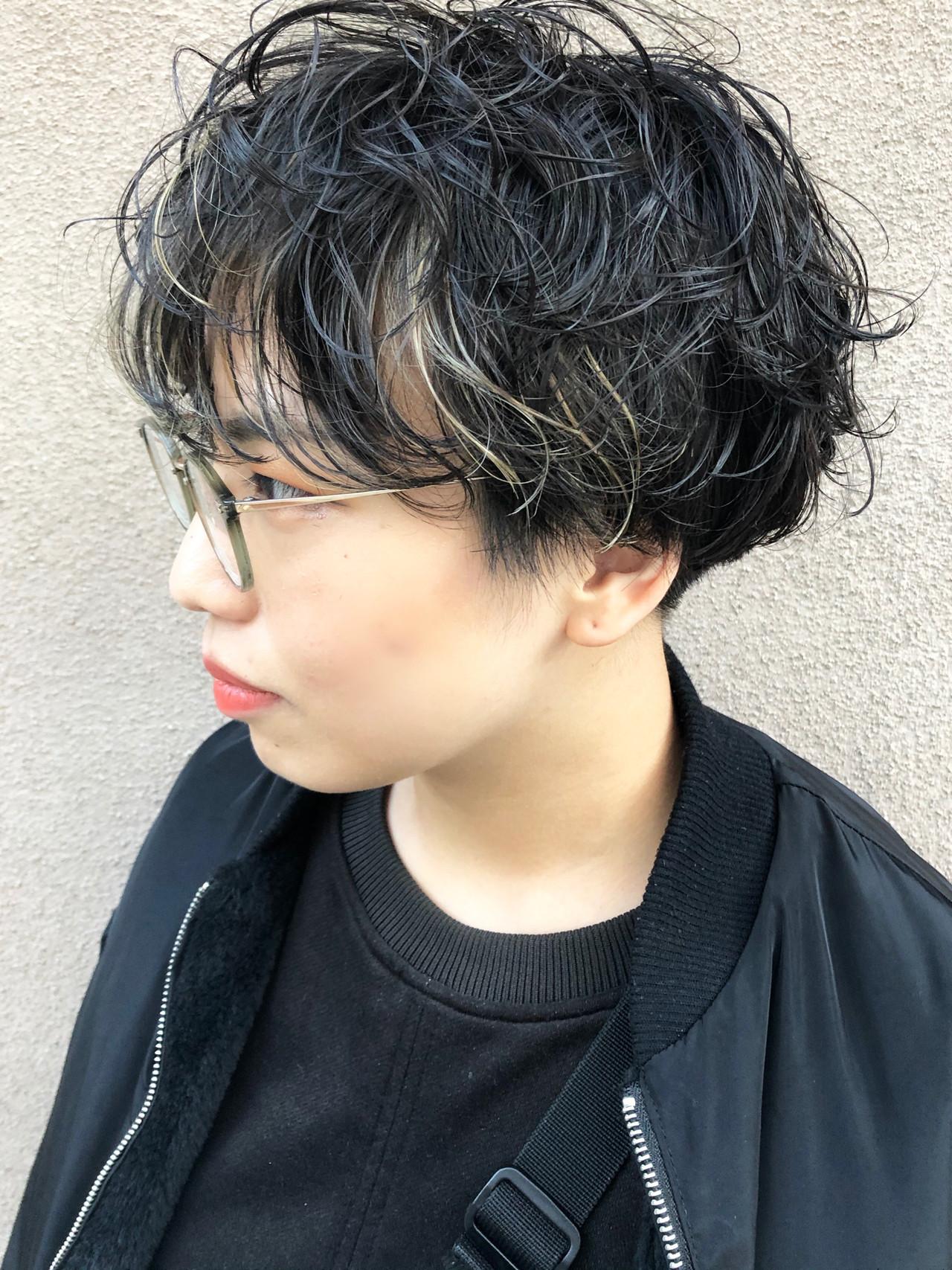 刈り上げ 黒髪 無造作パーマ ショート ヘアスタイルや髪型の写真・画像