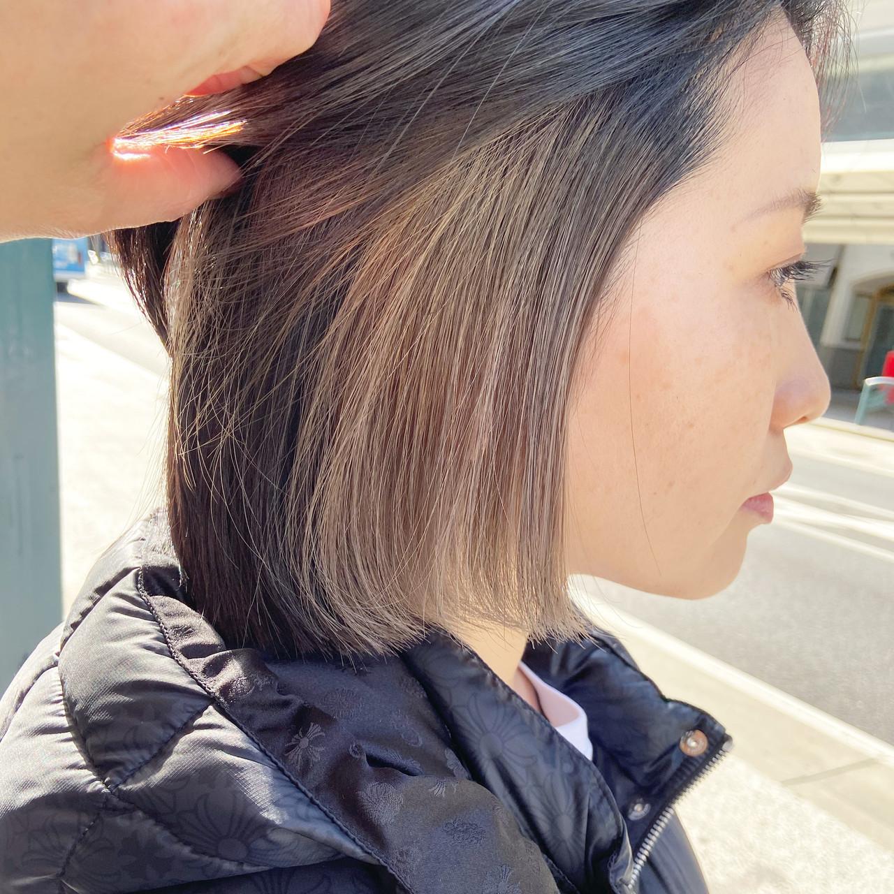 ブリーチカラー アッシュグレージュ インナーカラー ナチュラル ヘアスタイルや髪型の写真・画像