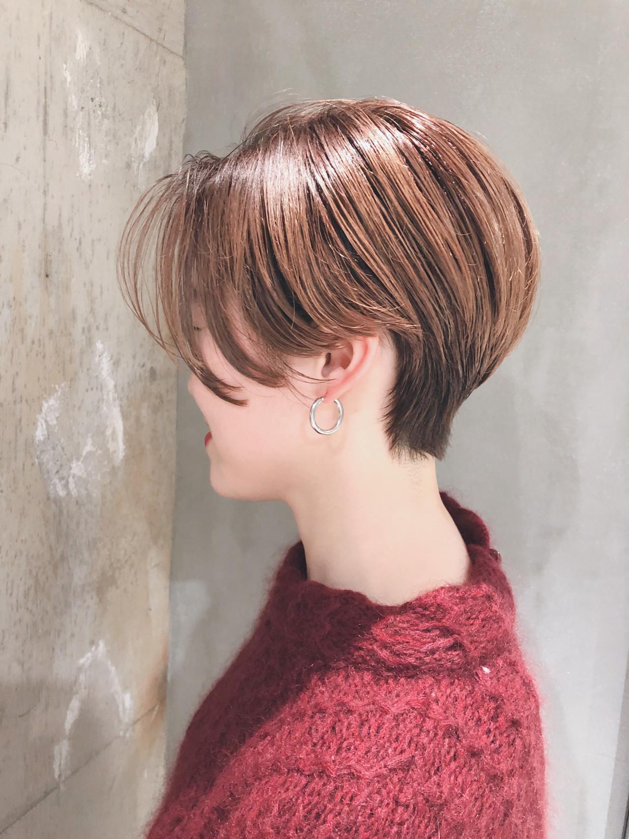 ショートヘア ナチュラル 前下がりショート ハンサムショート ヘアスタイルや髪型の写真・画像