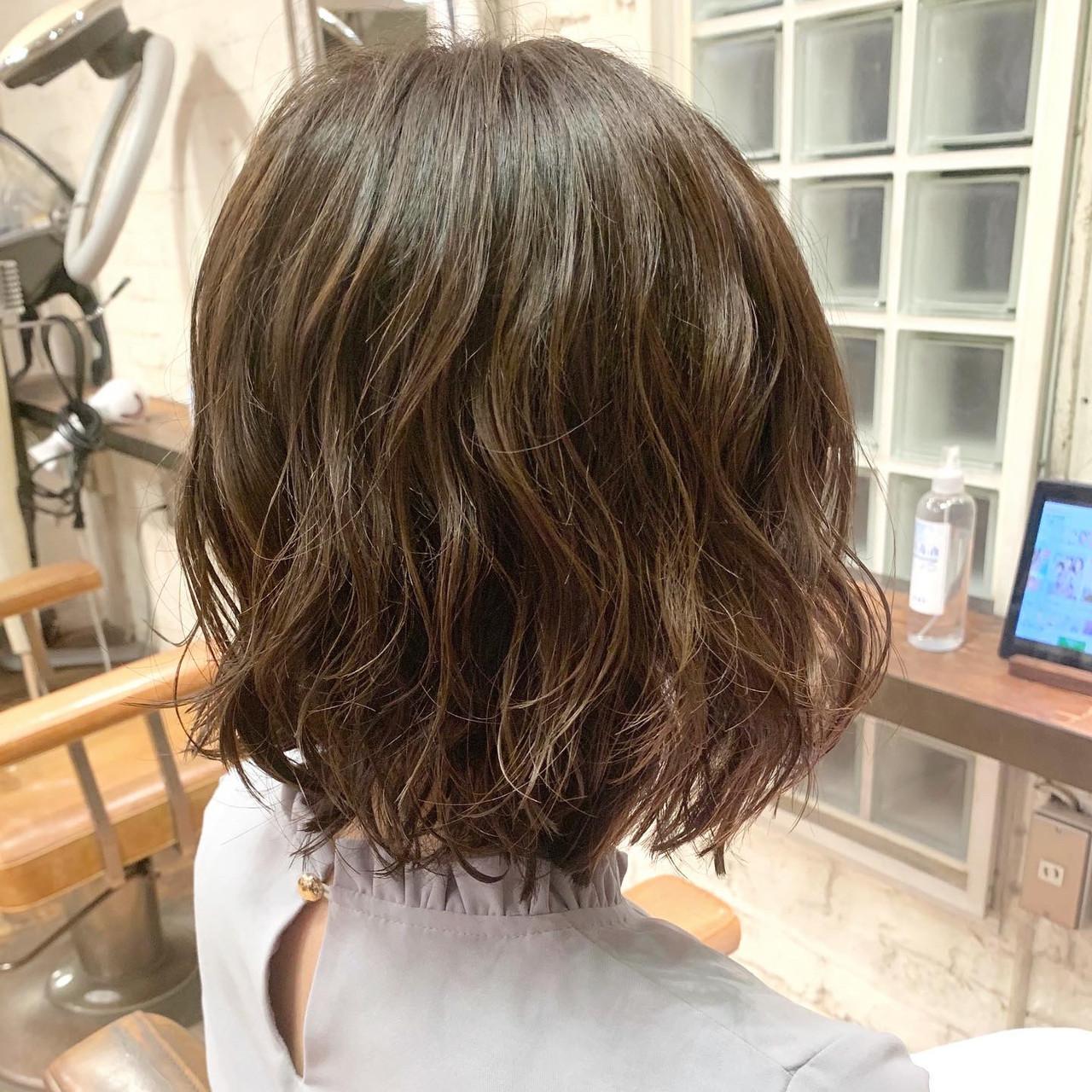 パーマ  ボブ 切りっぱなしボブ ヘアスタイルや髪型の写真・画像
