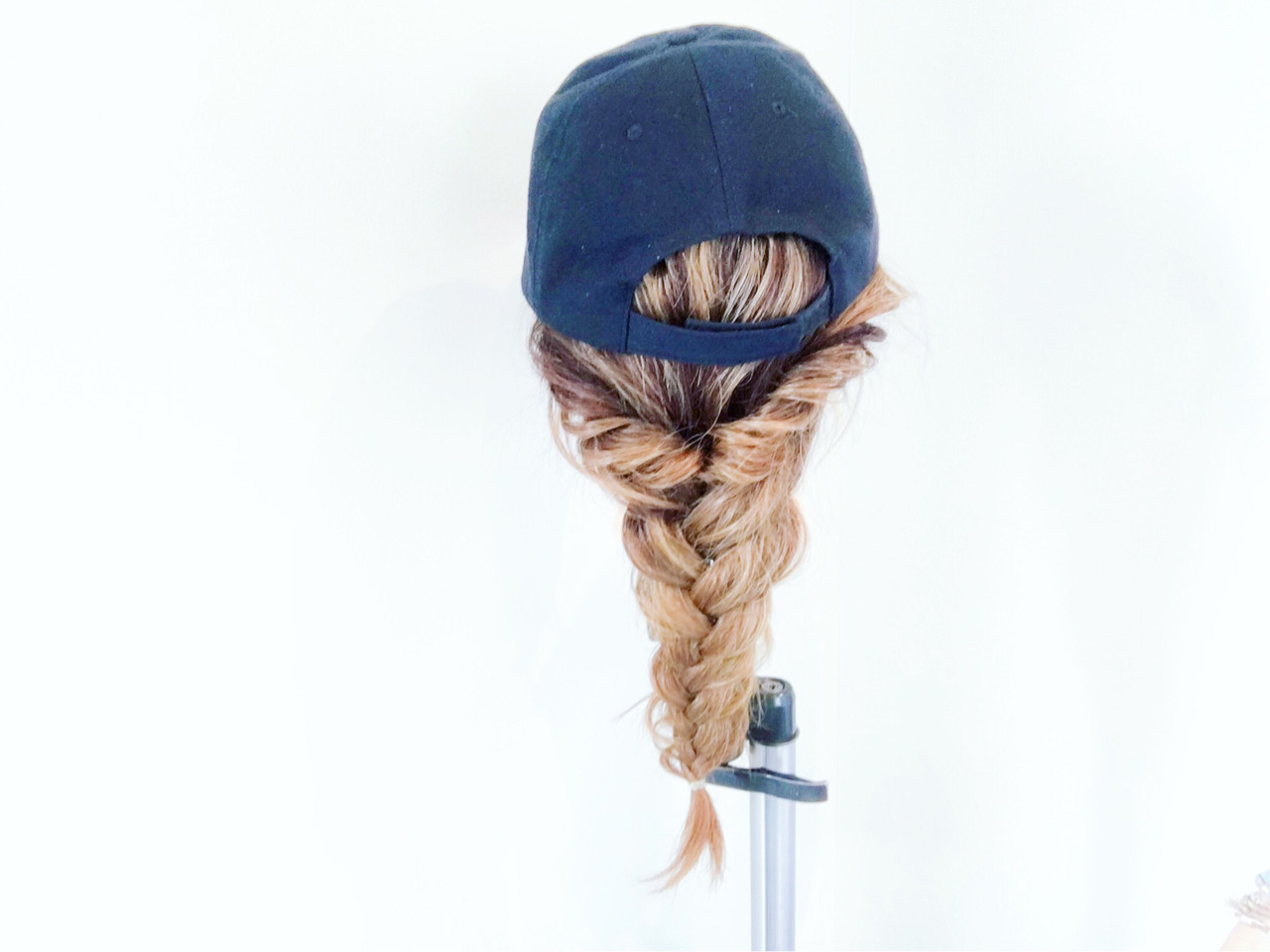 編み込み セミロング キャップ ヘアアレンジ ヘアスタイルや髪型の写真・画像