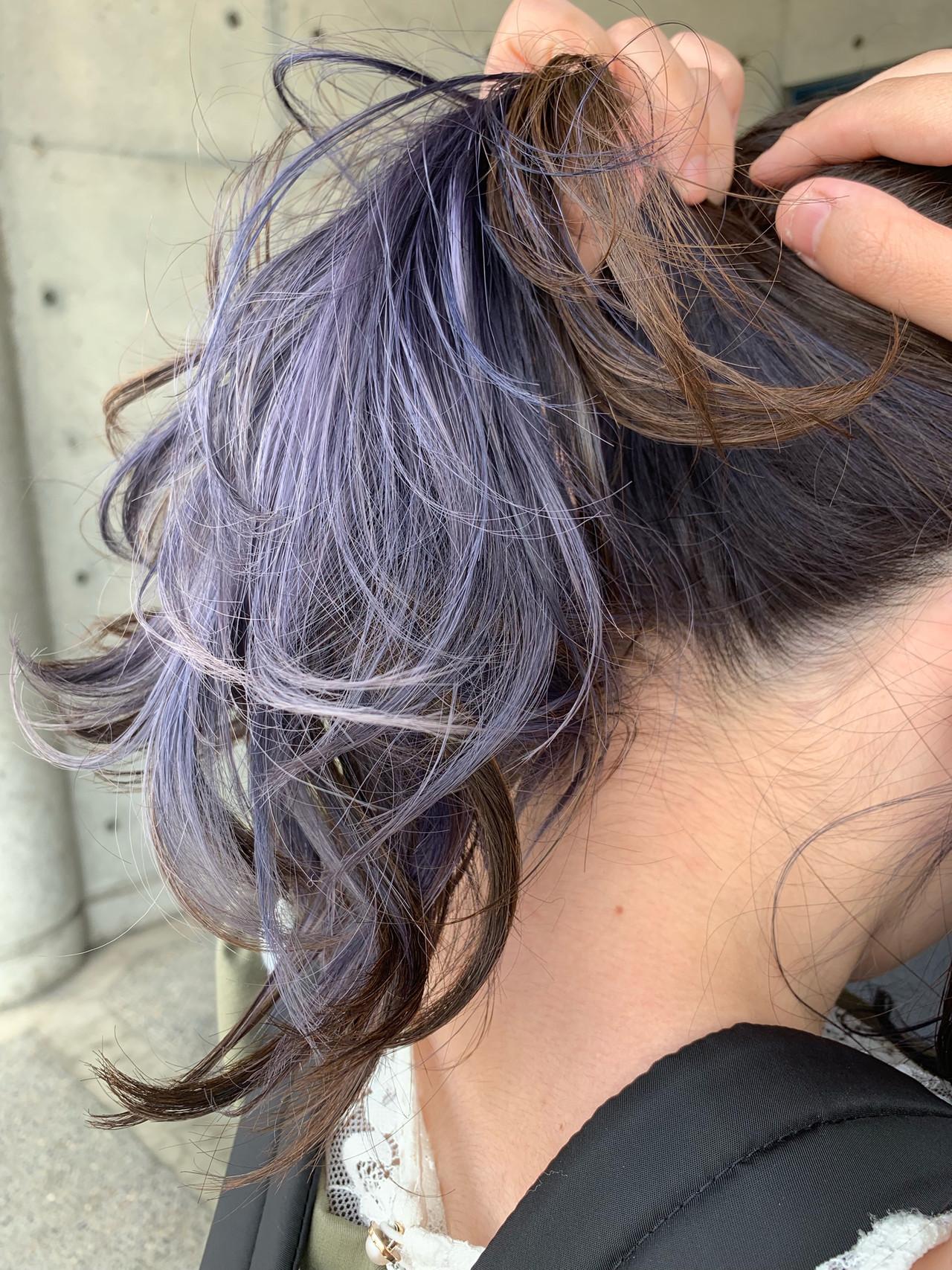 セミロング インナーカラー パープルアッシュ インナーカラーパープル ヘアスタイルや髪型の写真・画像