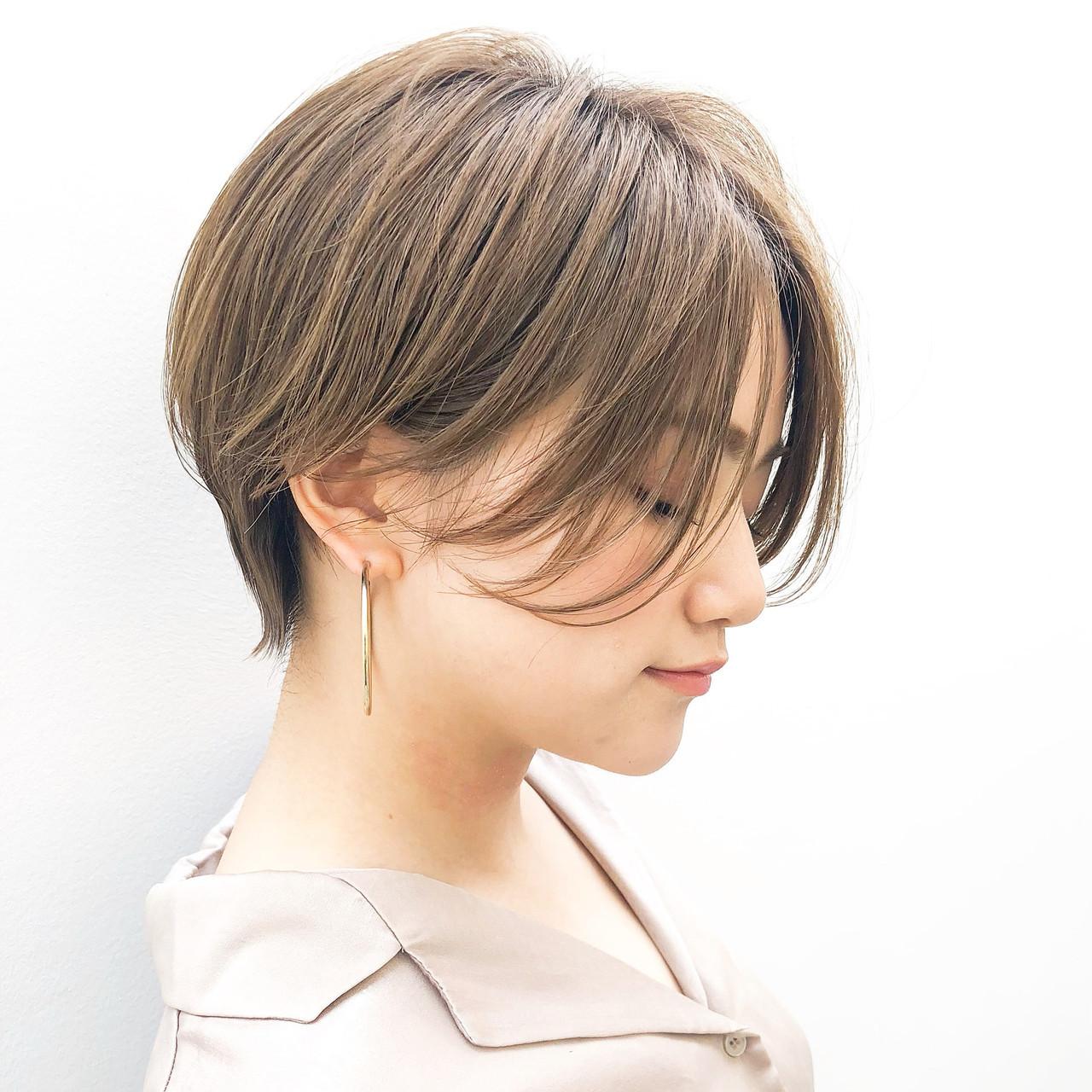 耳掛けショート ショートヘア 丸みショート 透明感カラー ヘアスタイルや髪型の写真・画像