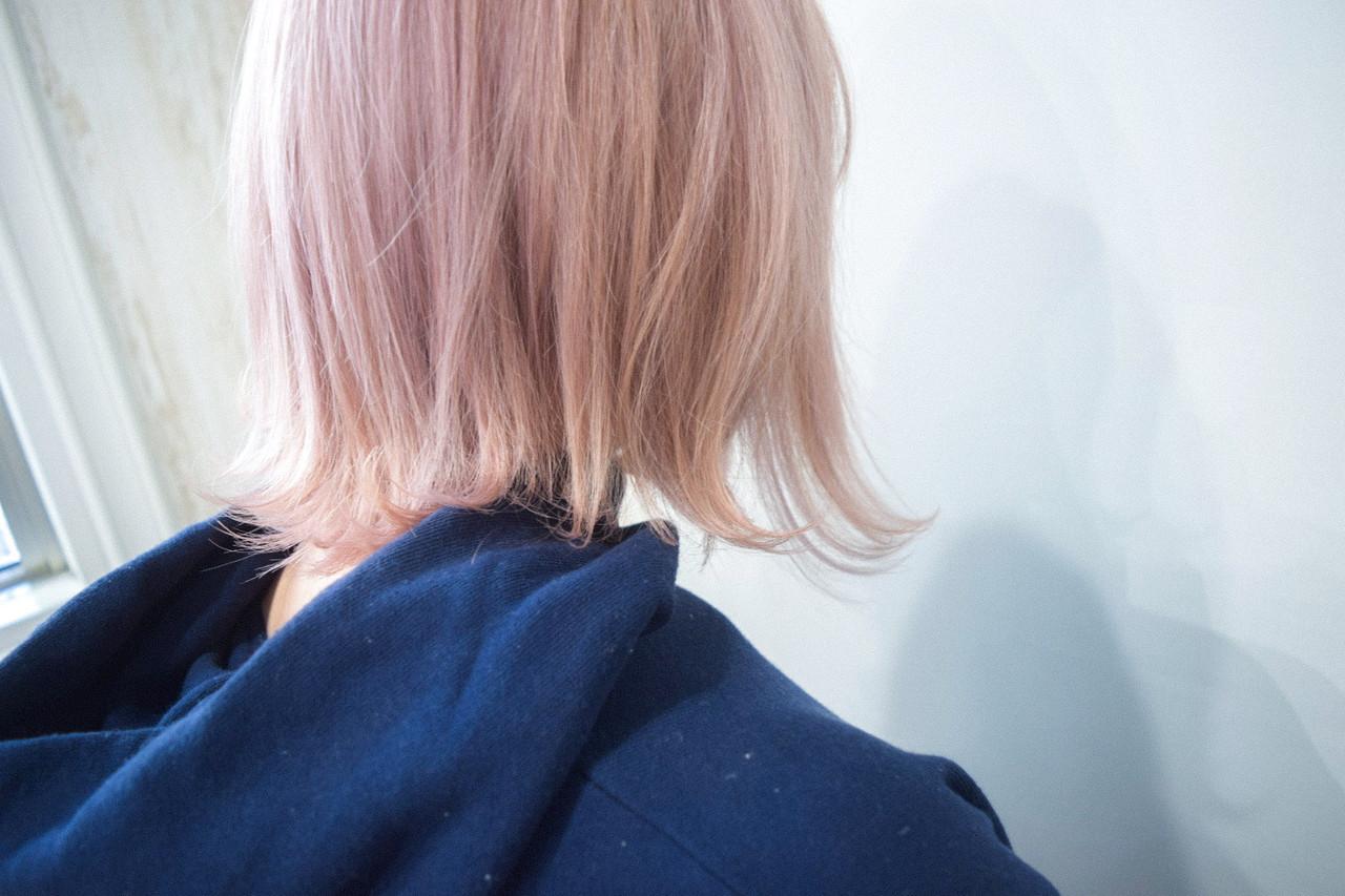 ボブ ブロンドカラー ピンク ナチュラル ヘアスタイルや髪型の写真・画像