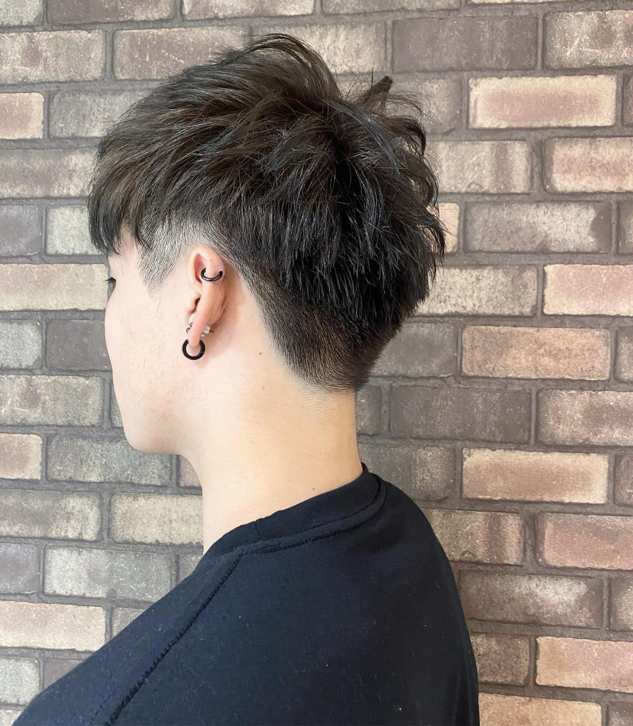 イルミナカラー メンズショート ツーブロック ショート ヘアスタイルや髪型の写真・画像