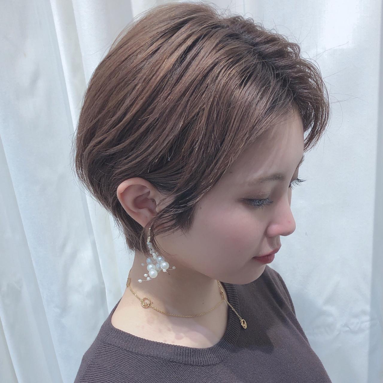かきあげバング ナチュラル ショートヘア 耳かけ ヘアスタイルや髪型の写真・画像