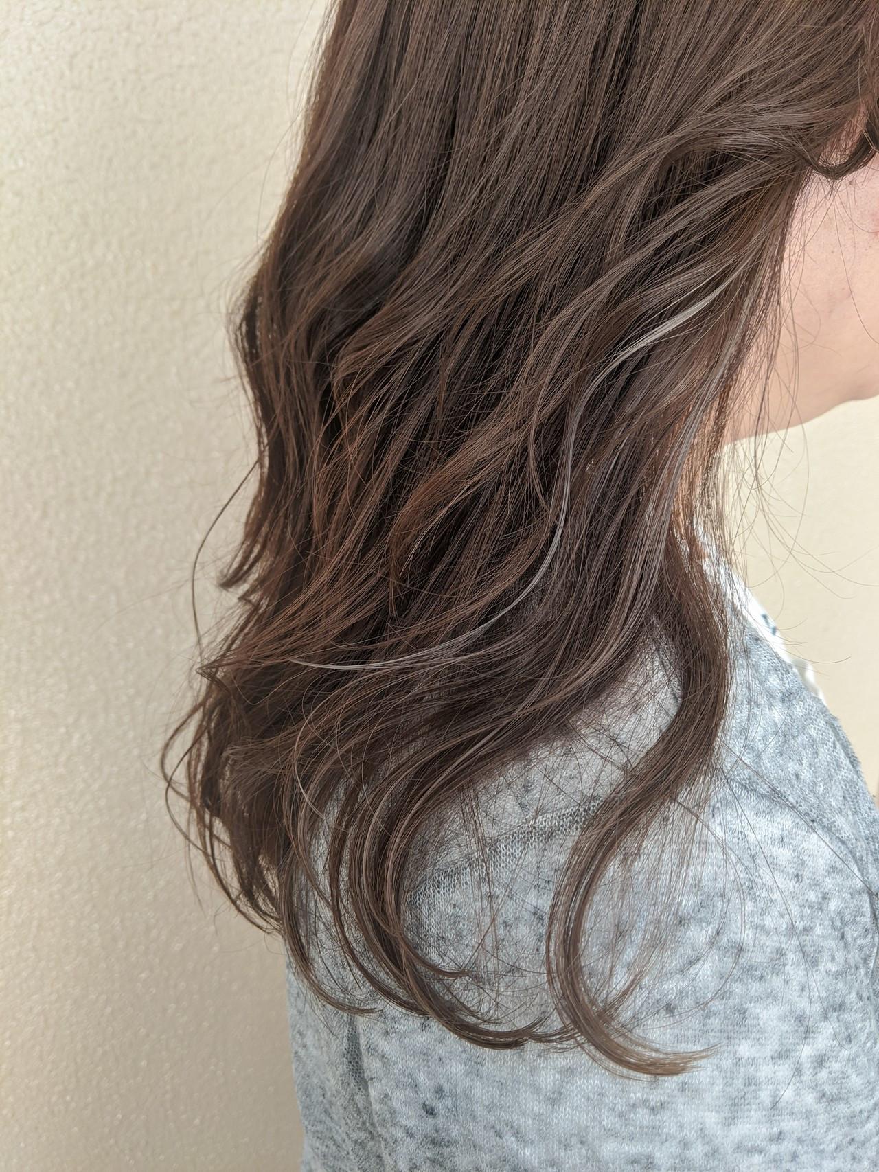 ミルクティーベージュ インナーカラーグレージュ 外国人風カラー インナーカラー ヘアスタイルや髪型の写真・画像