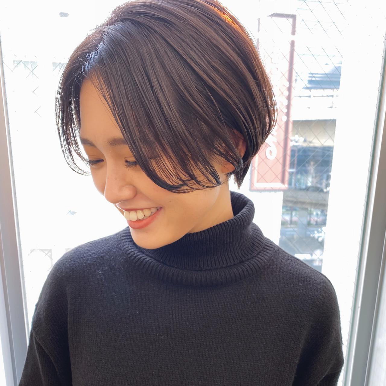 ハンサムショート かきあげバング センターパート ショートボブ ヘアスタイルや髪型の写真・画像