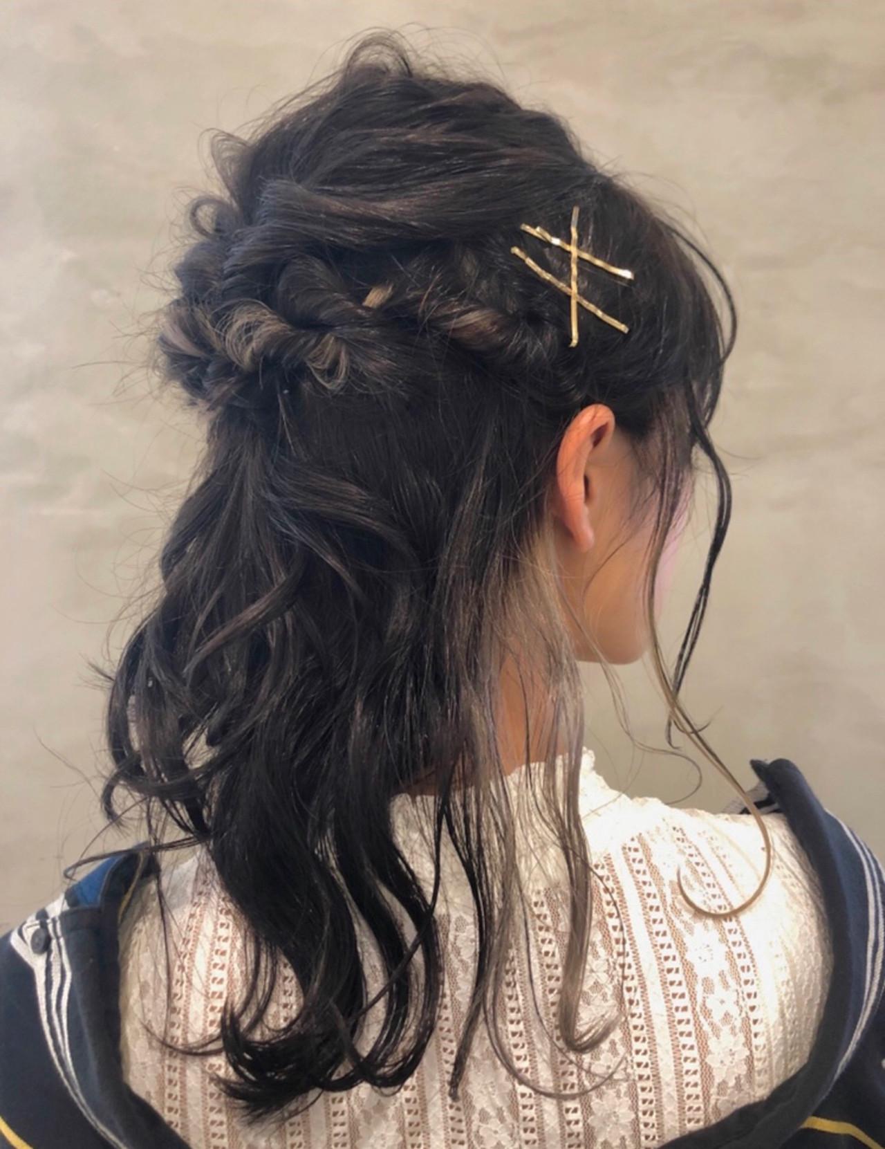 ミディアム インナーカラーグレー ナチュラル インナーカラーシルバー ヘアスタイルや髪型の写真・画像