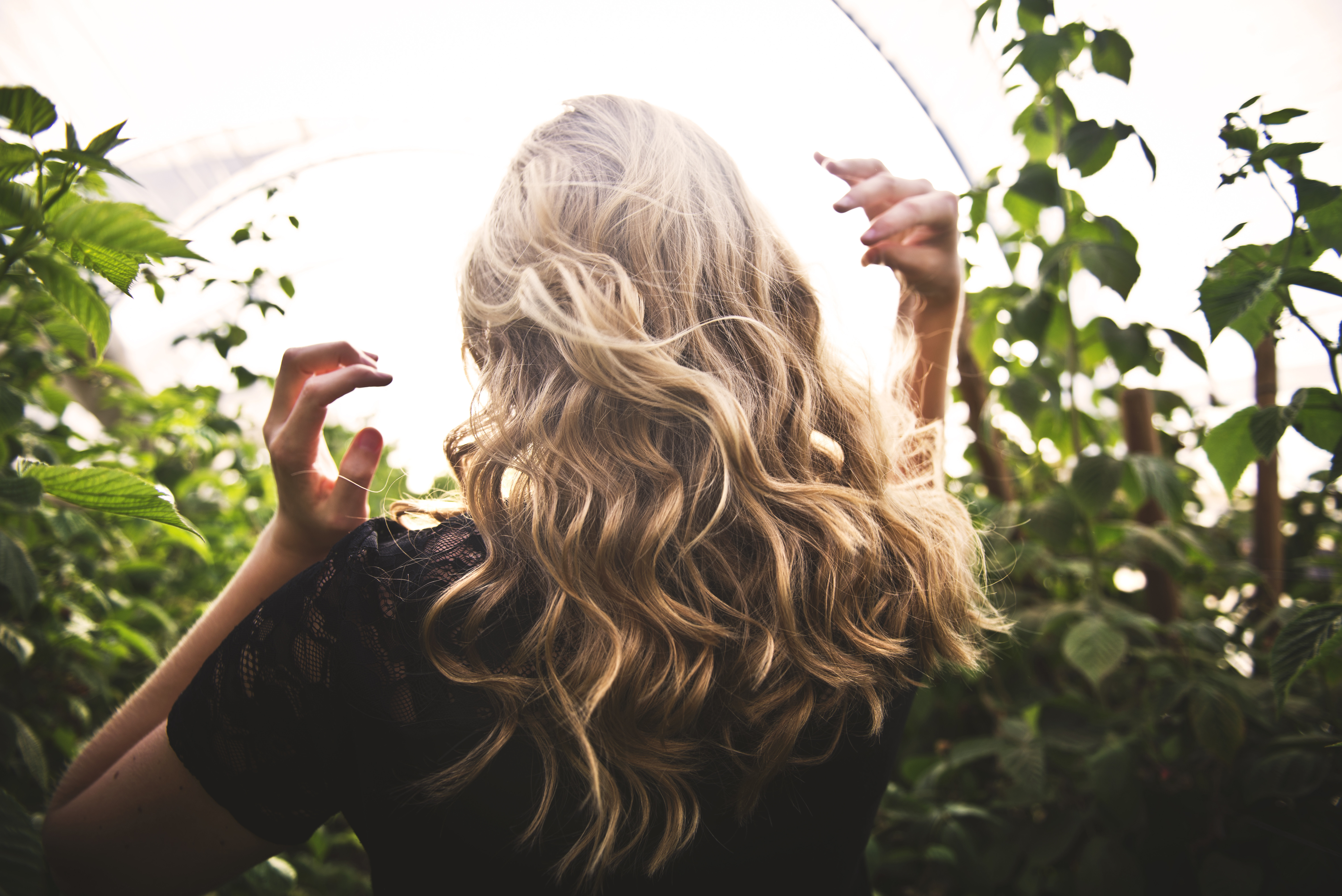 毎朝のスタイリングを楽チンに!便利な巻き髪ガジェット3選