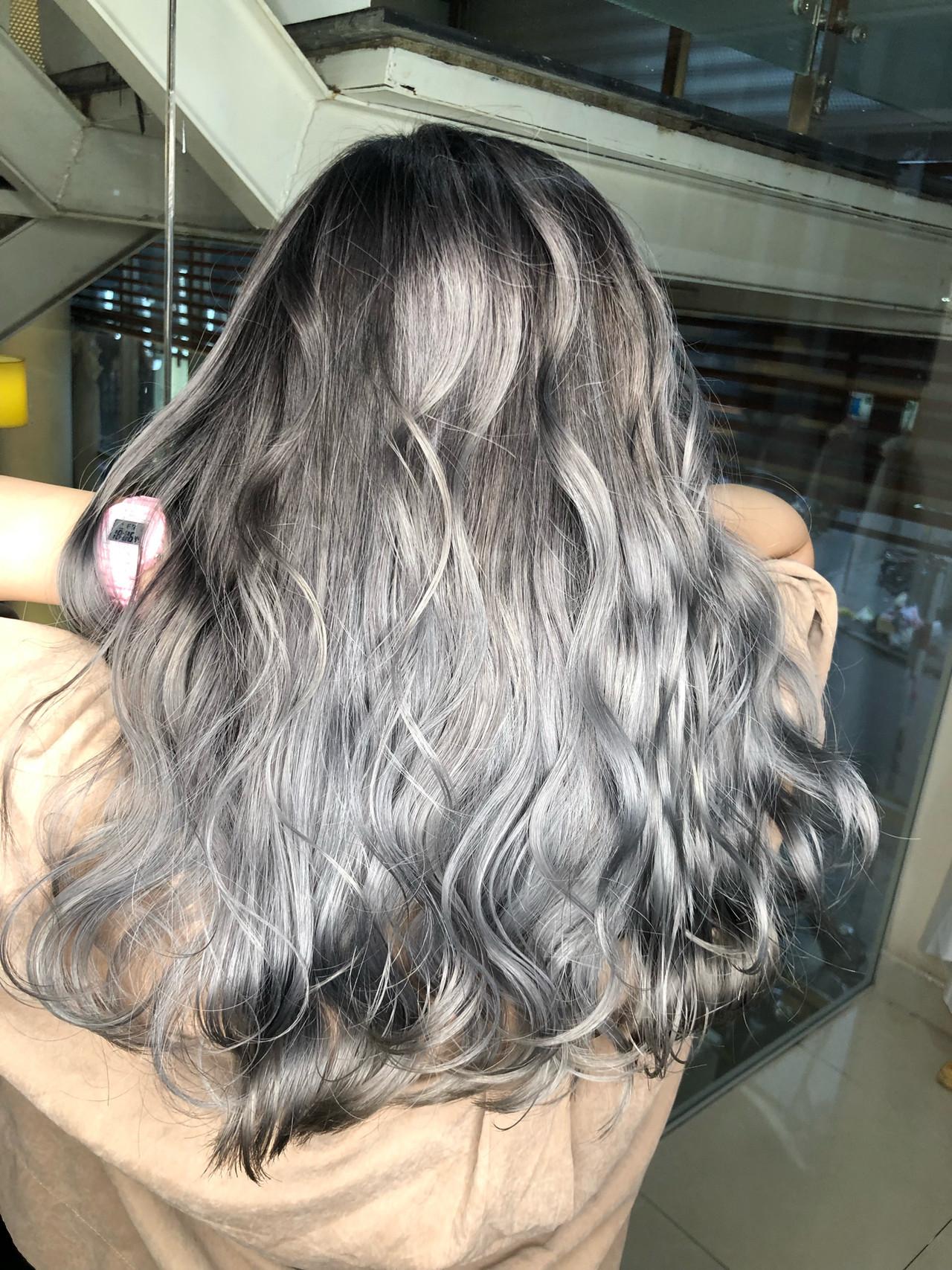 グラデーションカラー セミロング ストリート シルバー ヘアスタイルや髪型の写真・画像