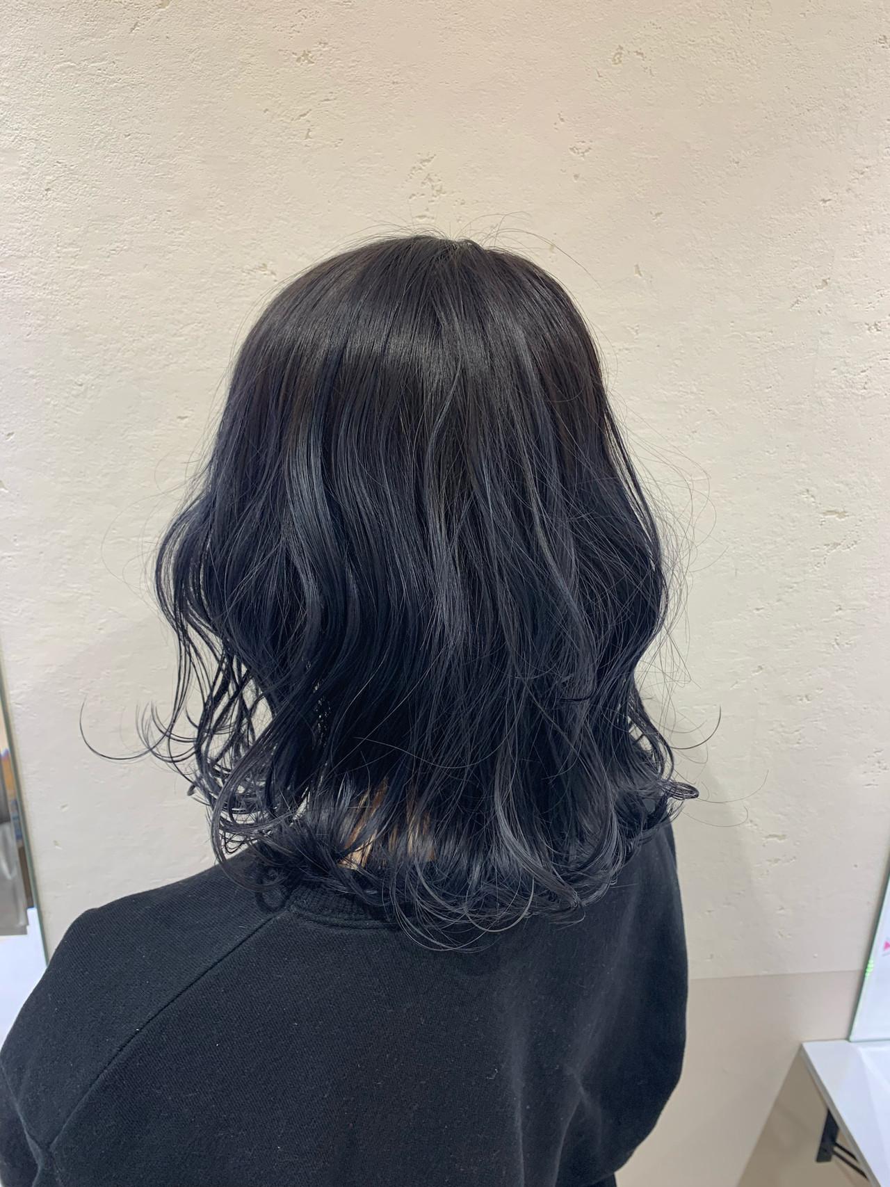 ダブルカラー ミディアム ストリート ブルーブラック ヘアスタイルや髪型の写真・画像