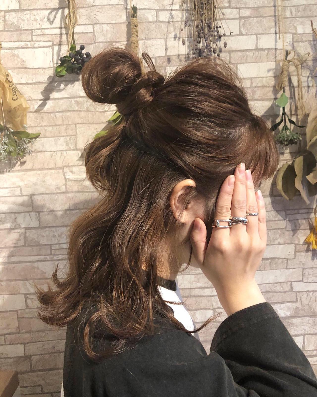 ガーリー セミロング お団子アレンジ ハーフアップ ヘアスタイルや髪型の写真・画像