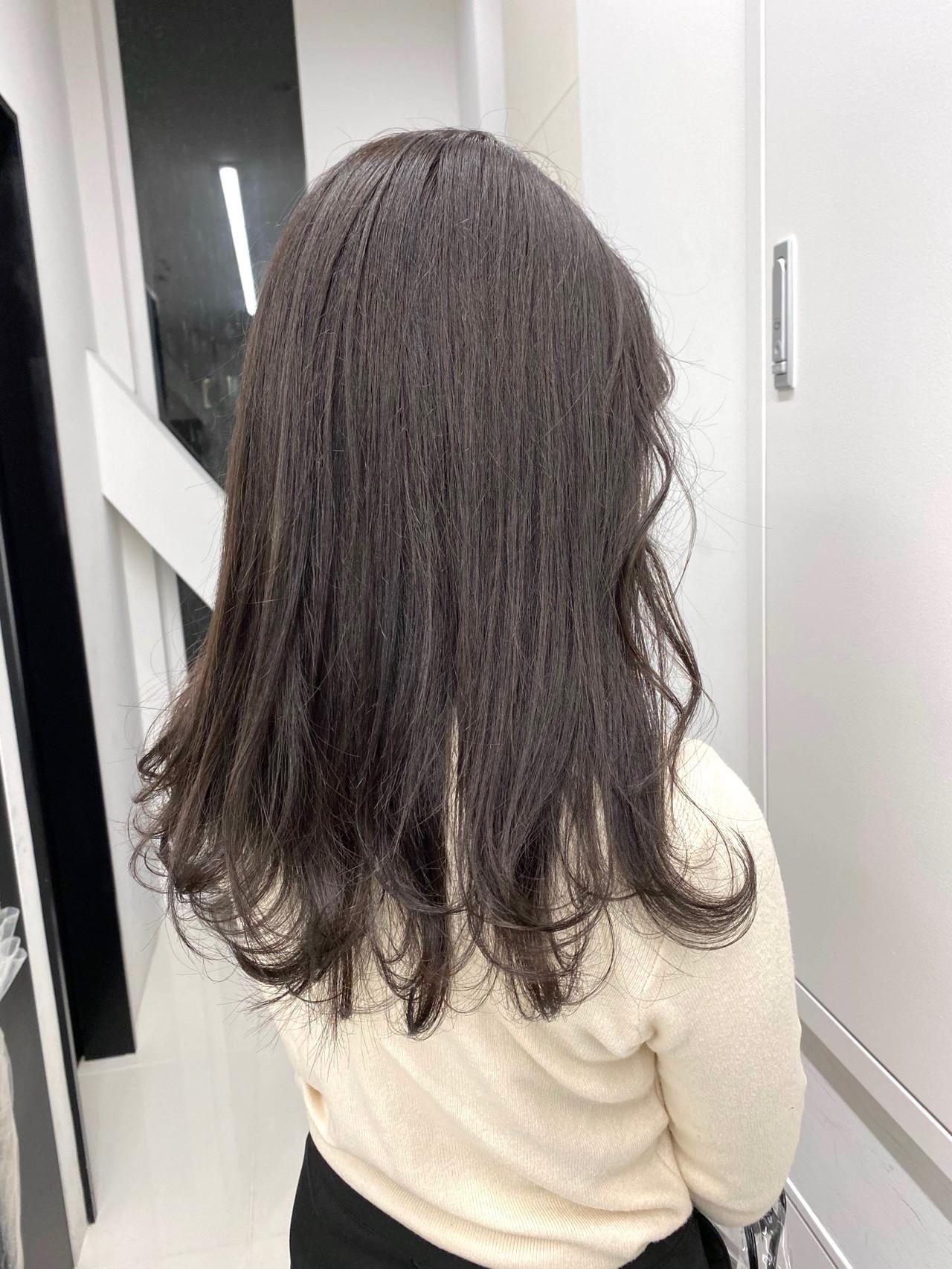 アッシュグレー ナチュラル アッシュグレージュ ロング ヘアスタイルや髪型の写真・画像
