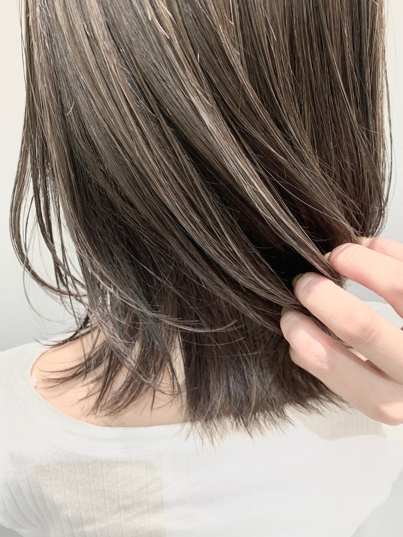 外ハネ 極細ハイライト ナチュラル グレージュ ヘアスタイルや髪型の写真・画像