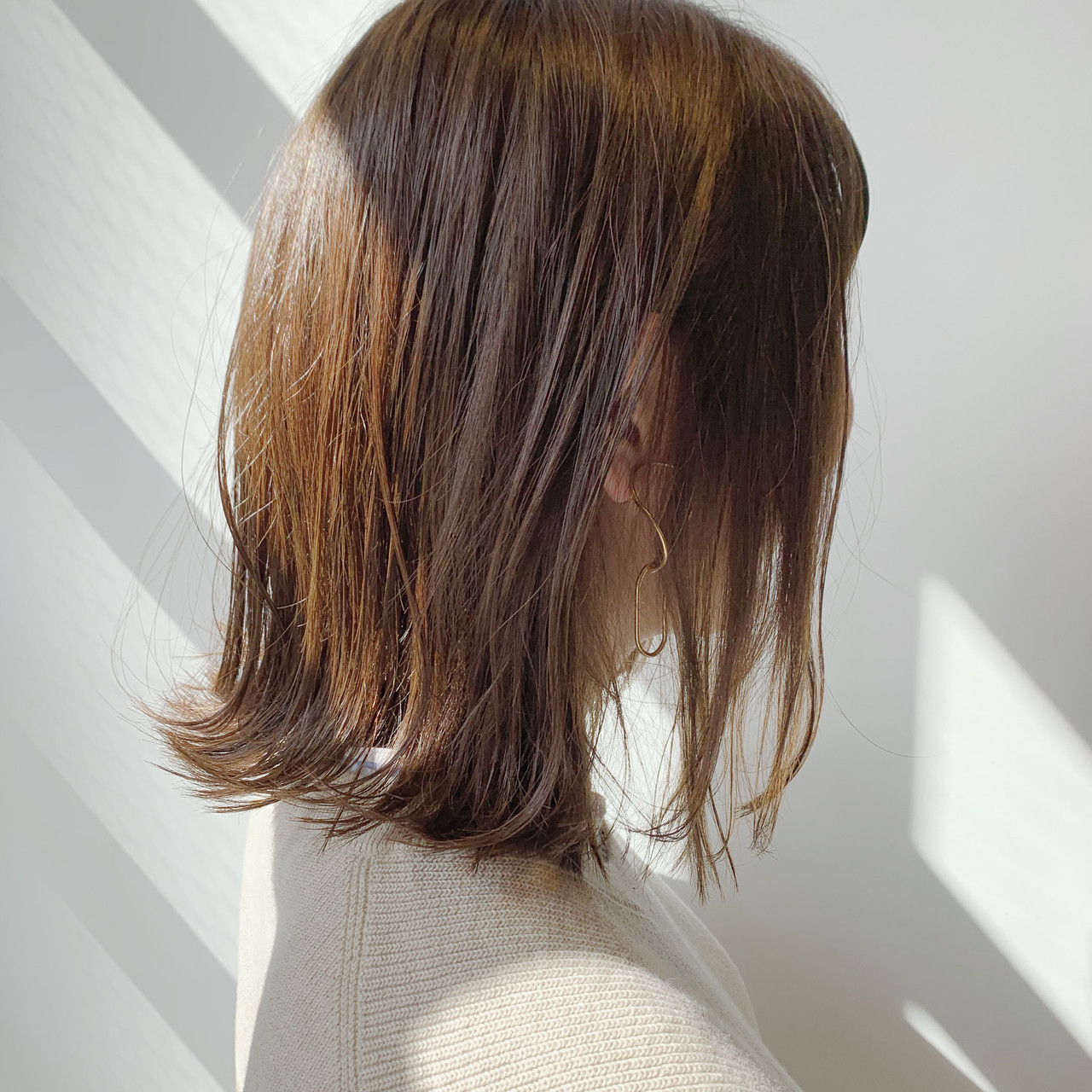 外国人風フェミニン ヌーディベージュ ナチュラル 切りっぱなしボブ ヘアスタイルや髪型の写真・画像