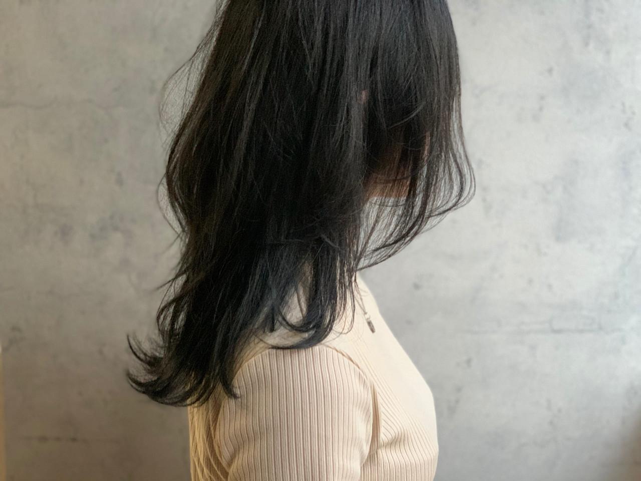 ニュアンスウルフ アッシュグレージュ ナチュラルウルフ レイヤー ヘアスタイルや髪型の写真・画像