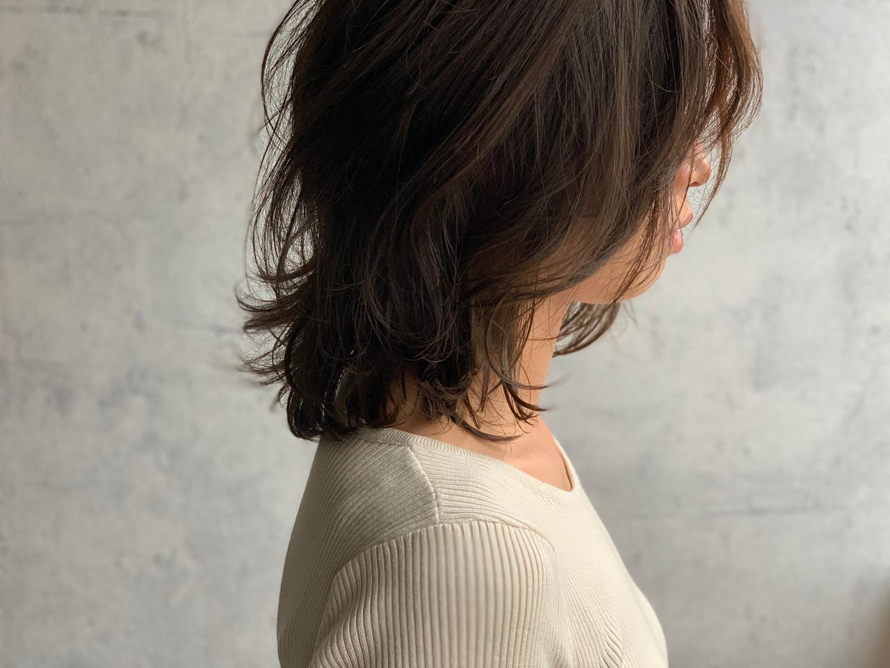 ウルフカット ナチュラル ニュアンスウルフ くびれカール ヘアスタイルや髪型の写真・画像