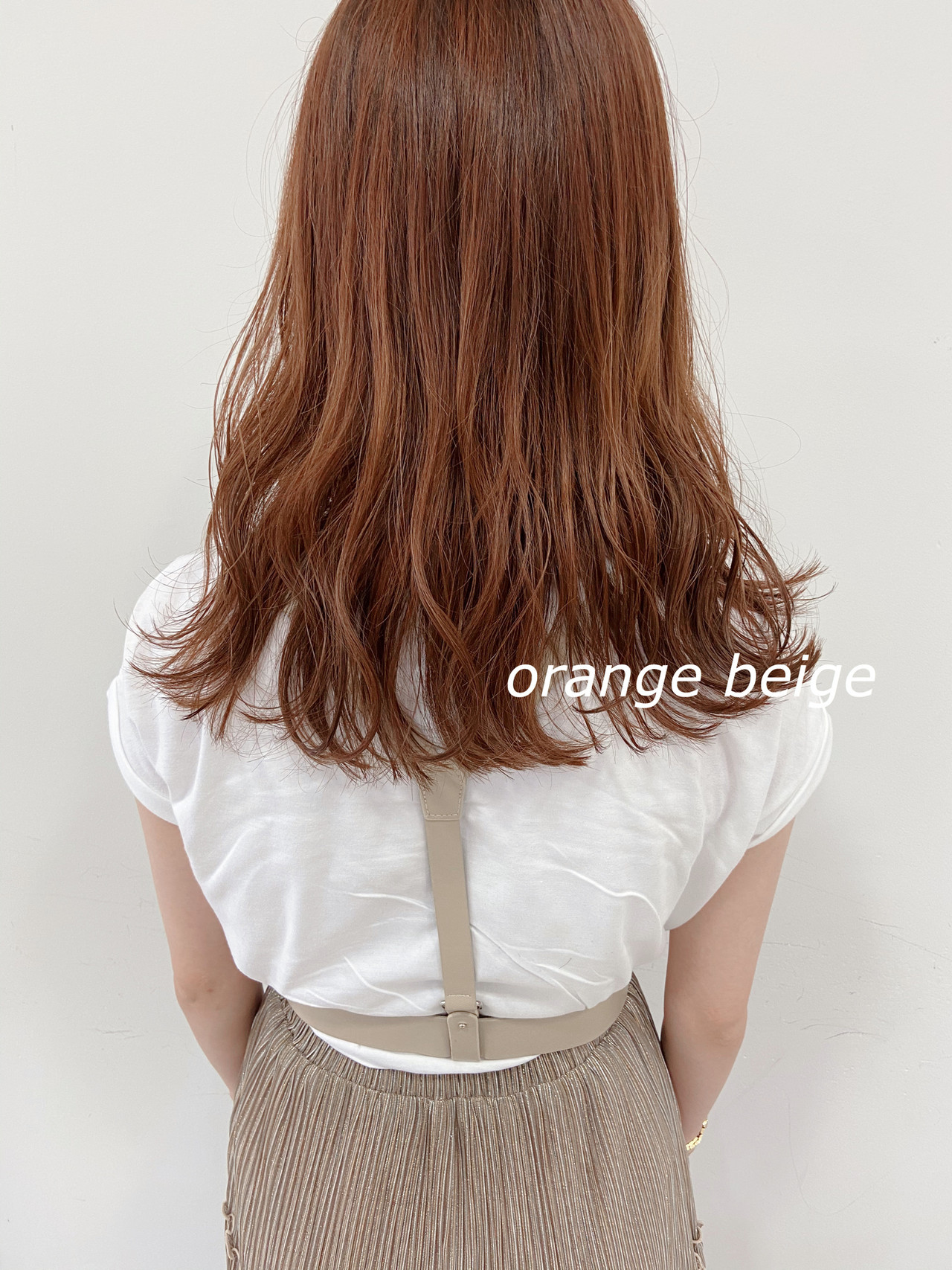 オレンジ オレンジブラウン アプリコットオレンジ ミディアム ヘアスタイルや髪型の写真・画像