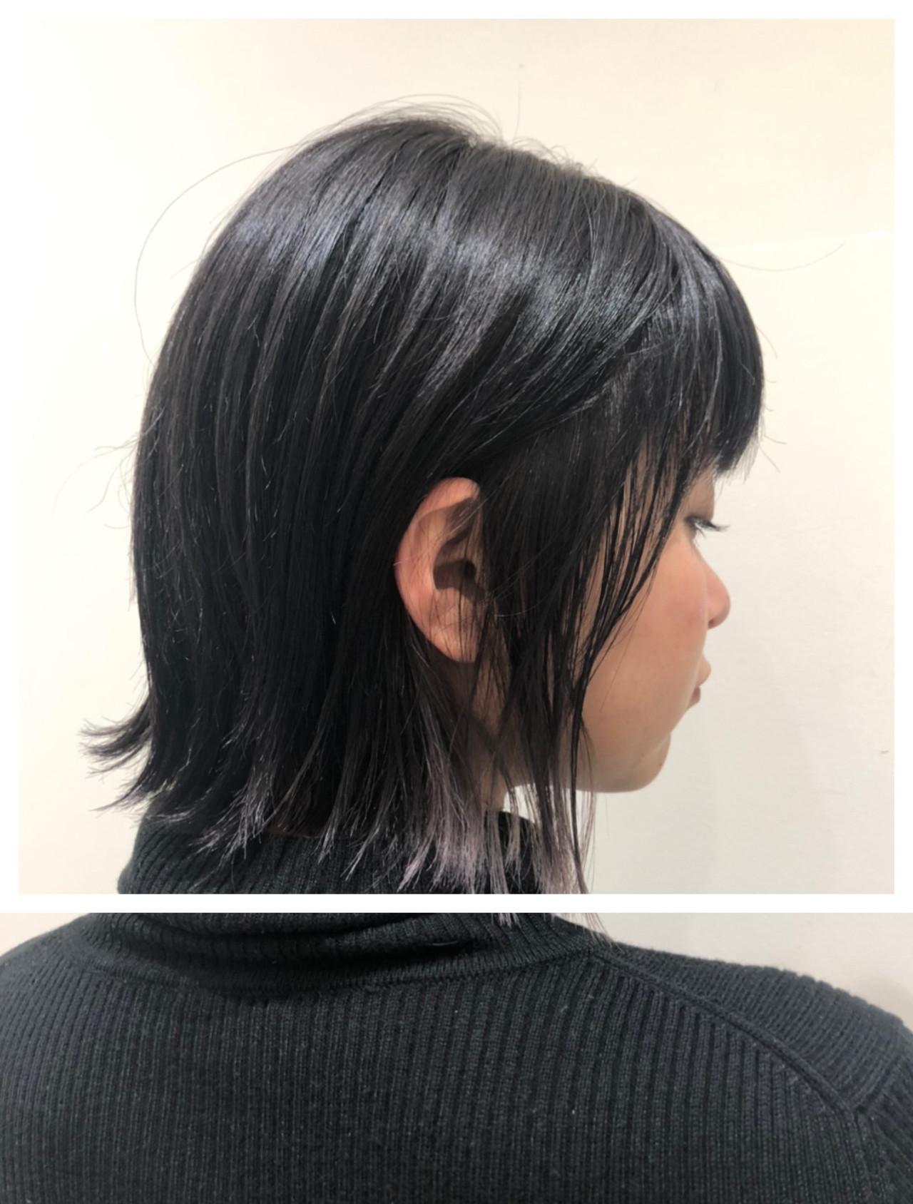 インナーカラーグレー ナチュラル ポイントカラー 切りっぱなしボブ ヘアスタイルや髪型の写真・画像