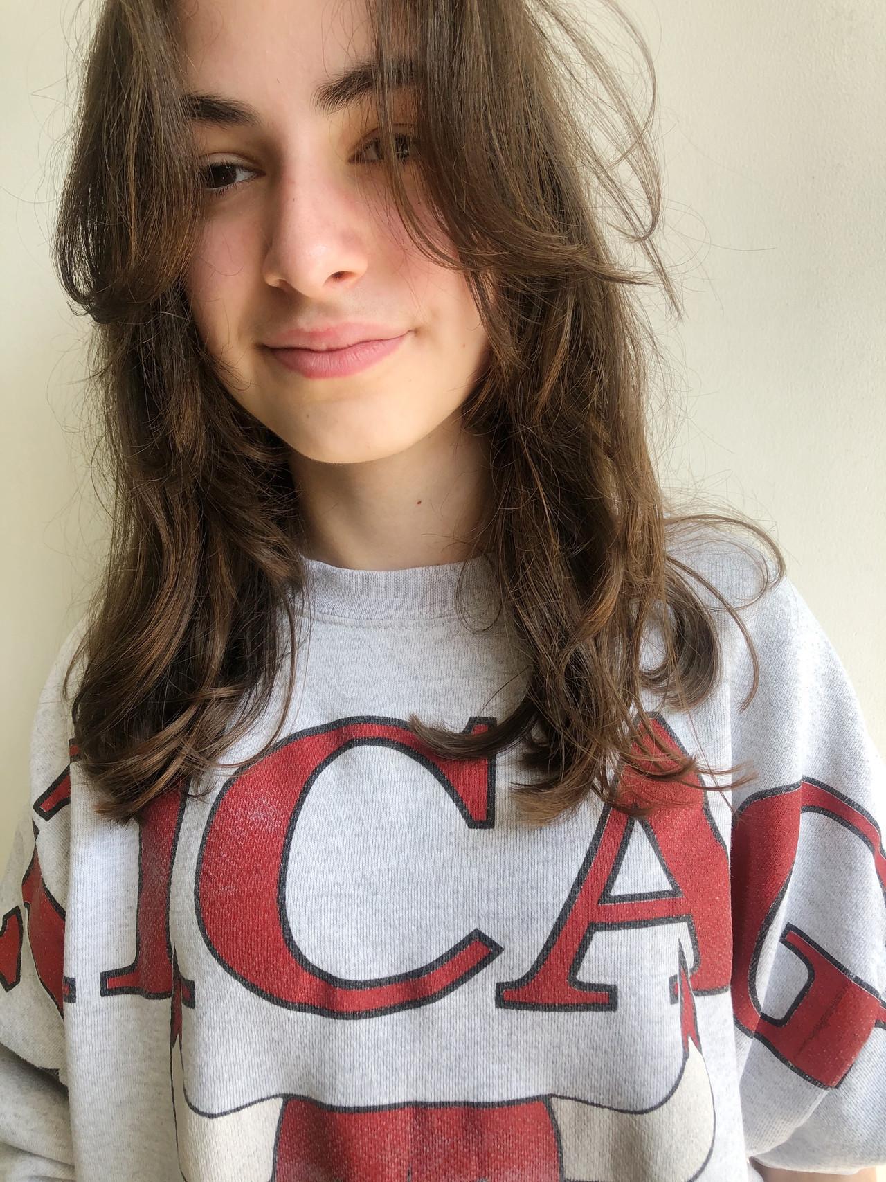 ナチュラル セミロング ウルフカット ヘアスタイルや髪型の写真・画像
