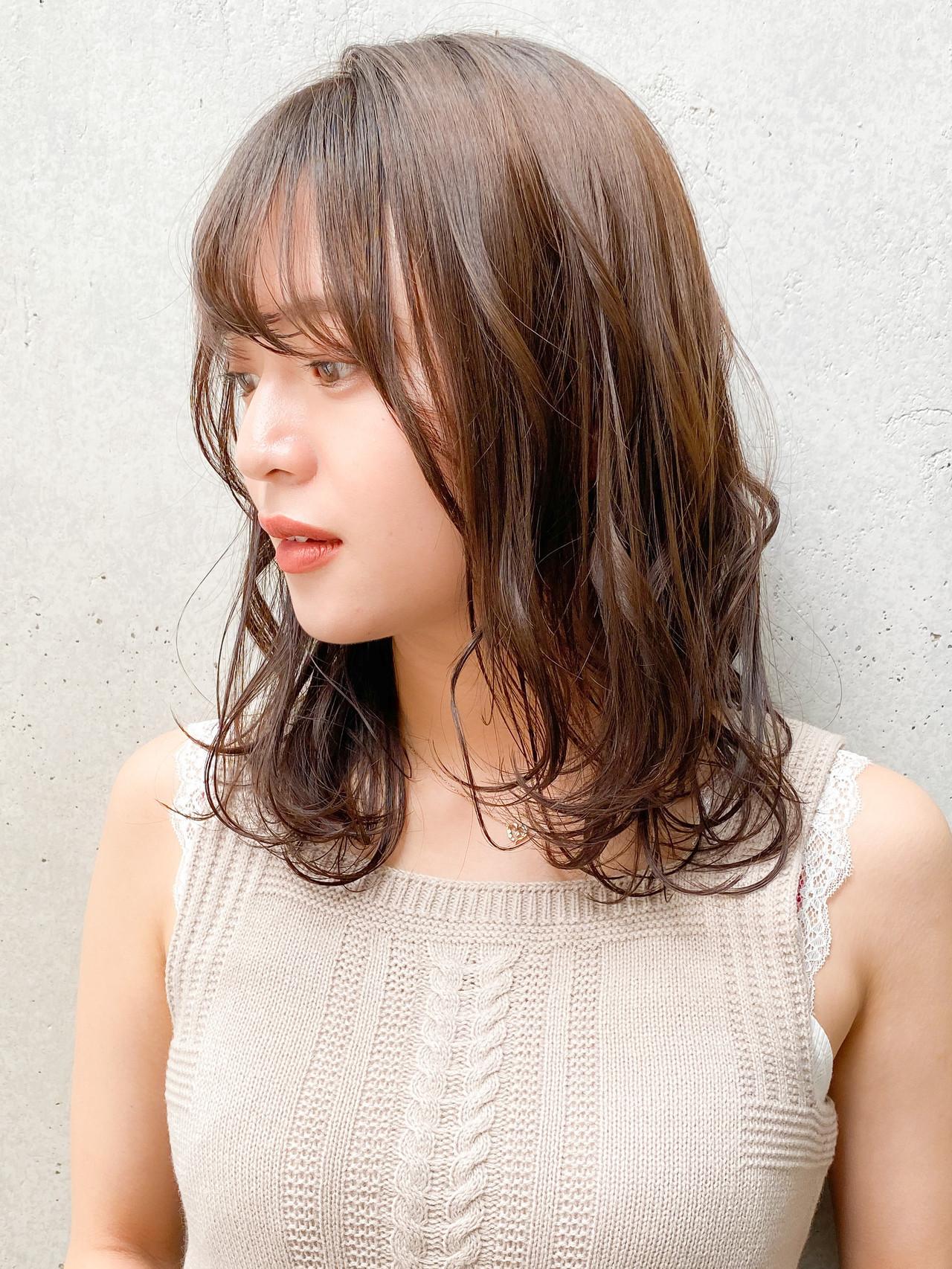 ゆるふわパーマ アッシュブラウン セミロング デジタルパーマ ヘアスタイルや髪型の写真・画像